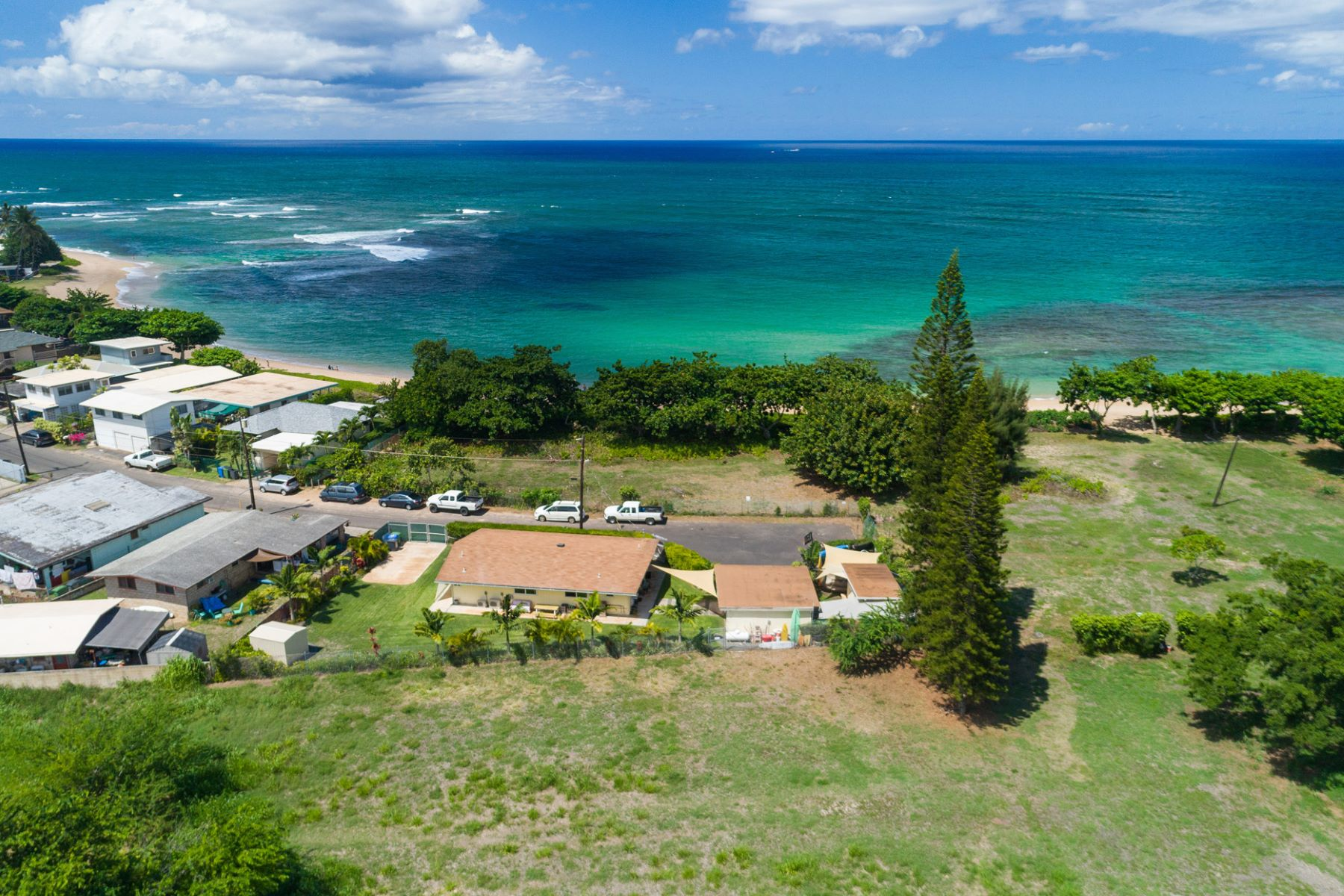Single Family Homes 為 出售 在 Private Single Family Home, Haleiwa, Ocean Views 66-310 Pikai Street, Haleiwa, 夏威夷 96712 美國