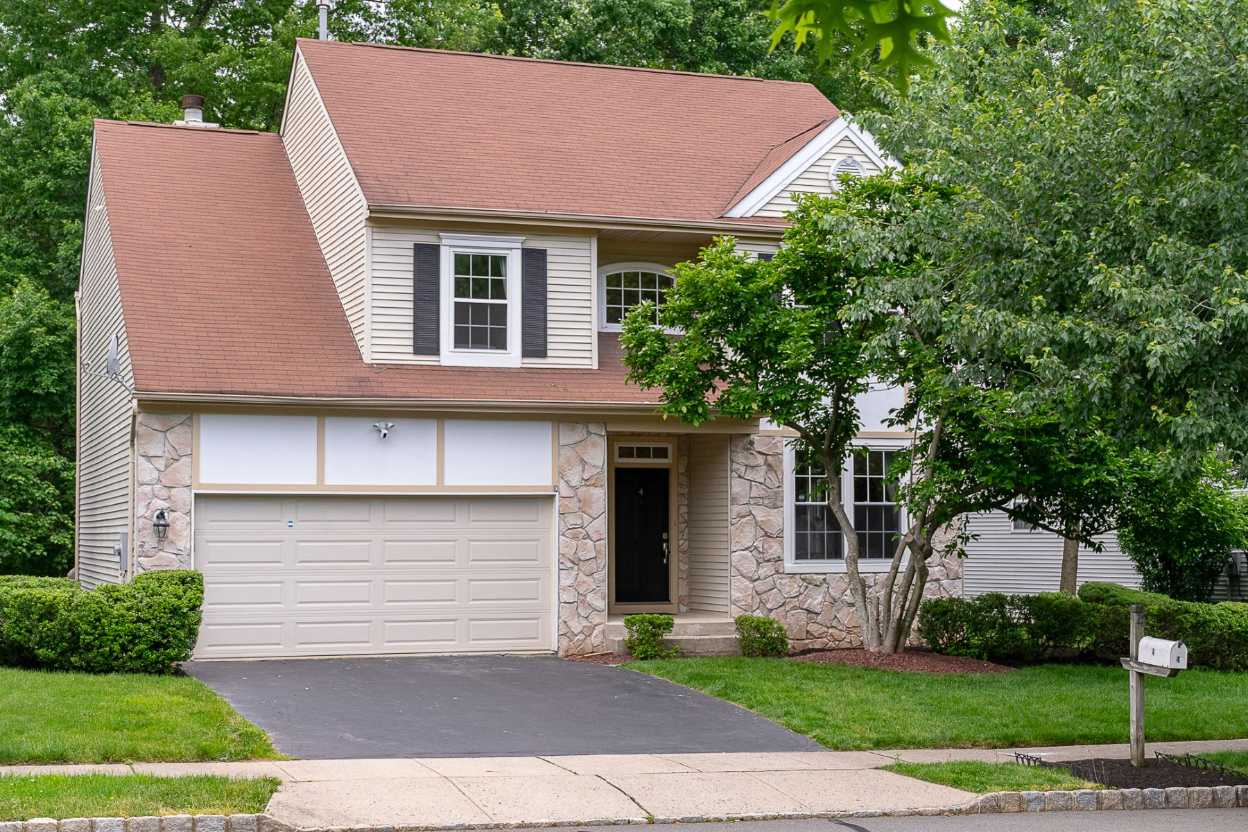 single family homes for Sale at Neat-as-a-Pin Woods Edge Colonial 4 Stanford Place, Princeton, New Jersey 08540 United StatesMunicipality: Montgomery Township