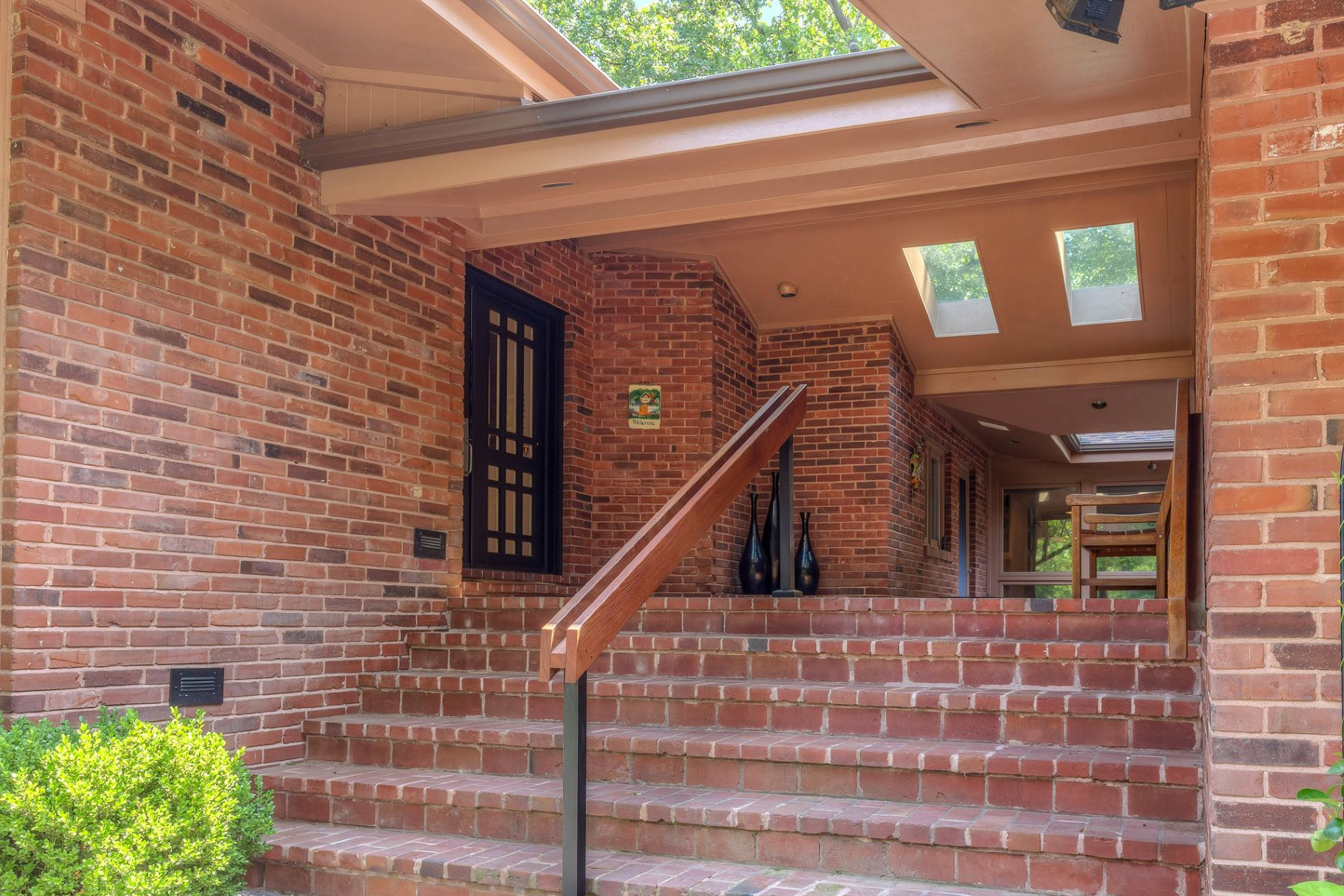 Single Family Home for Sale at Conway Rd 11624 Conway Road Westwood, Missouri 63131 United States