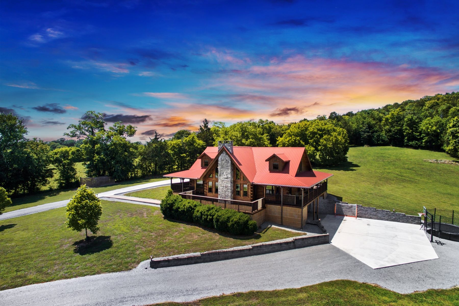 Single Family Homes pour l Vente à Private, Gated, Like-New Aspen Log Home 5440 Old Halls Hill Pike, Milton, Tennessee 37118 États-Unis