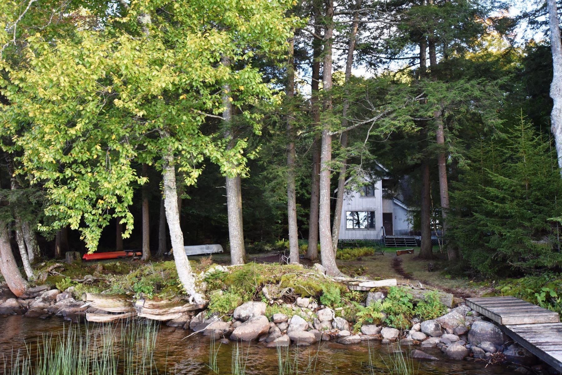 Single Family Homes för Försäljning vid Boat Access Privacy on Raquette Lake 3852 Bluff Point, Raquette Lake, New York 13436 Förenta staterna