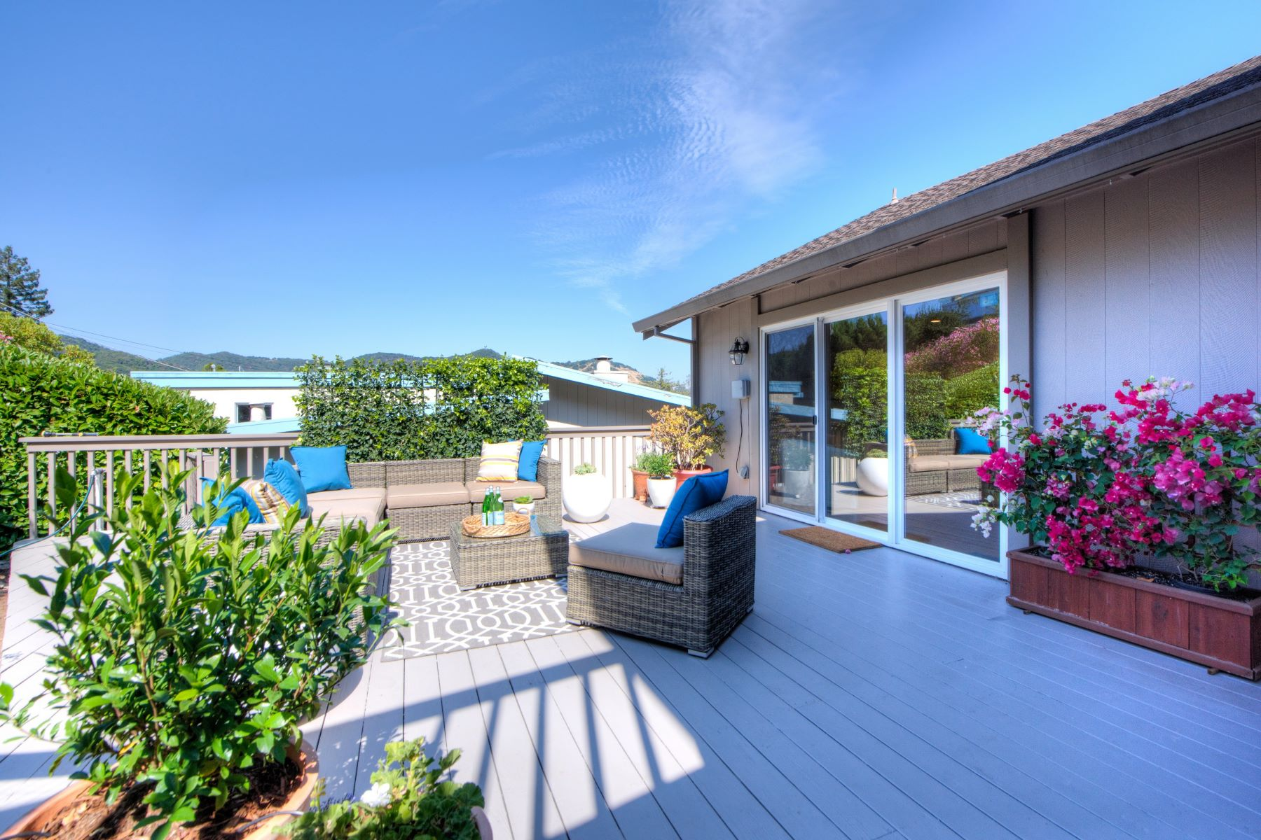Additional photo for property listing at Remodeled Sun-Filled Contemporary Home with Two-Bridge Bay Views 36 Tampa Drive San Rafael, 加利福尼亞州 94901 美國