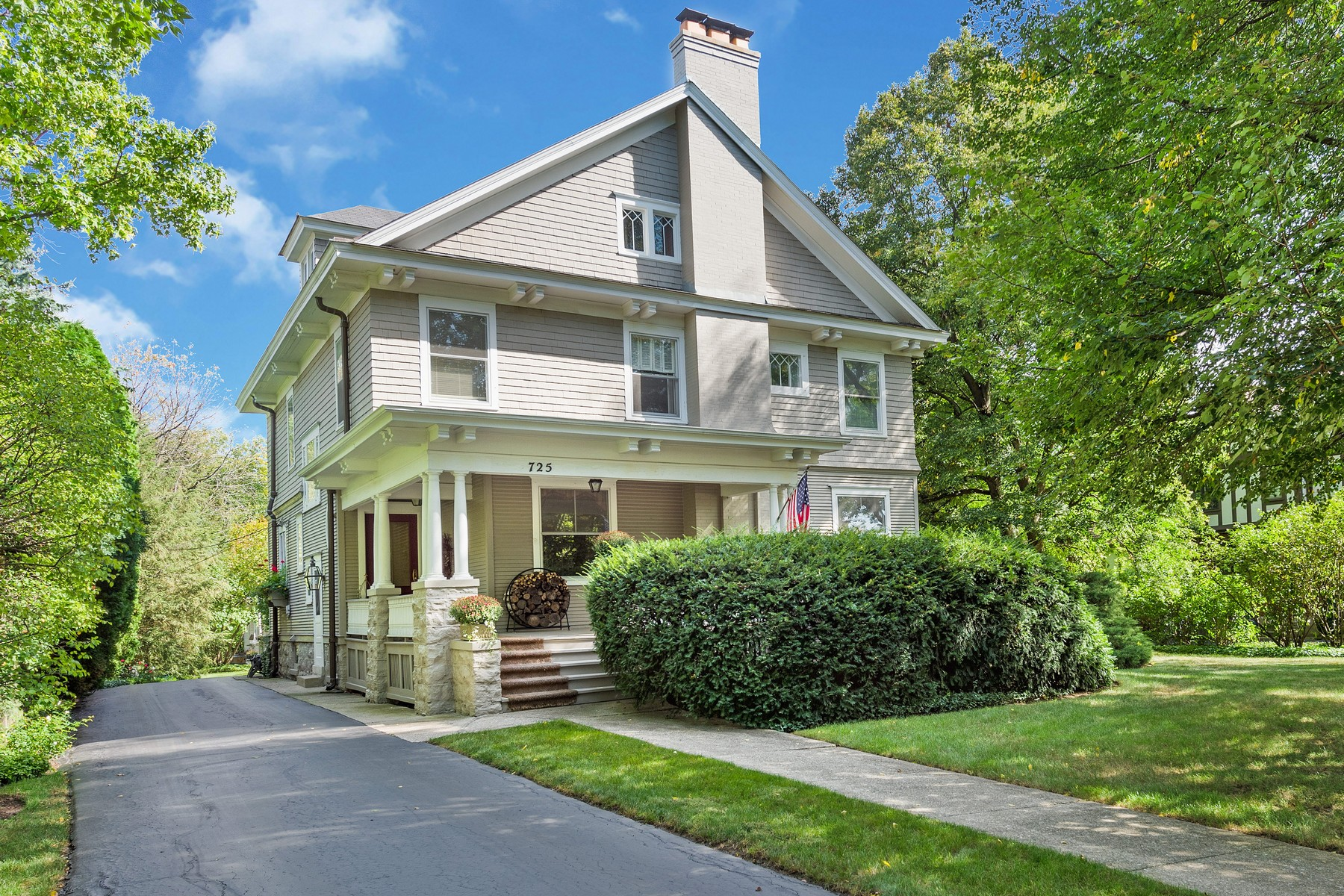 Single Family Homes voor Verkoop op Home of so Many Charms 725 S Garfield Street, Hinsdale, Illinois 60521 Verenigde Staten