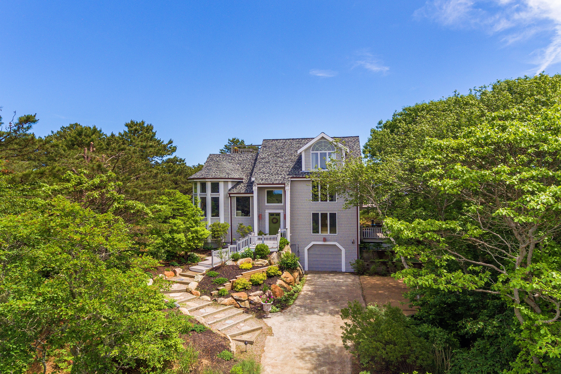 Single Family Homes por un Venta en Contemporary West End home with 360 views 26 Pilgrim Heights Road Provincetown, Massachusetts 02657 Estados Unidos