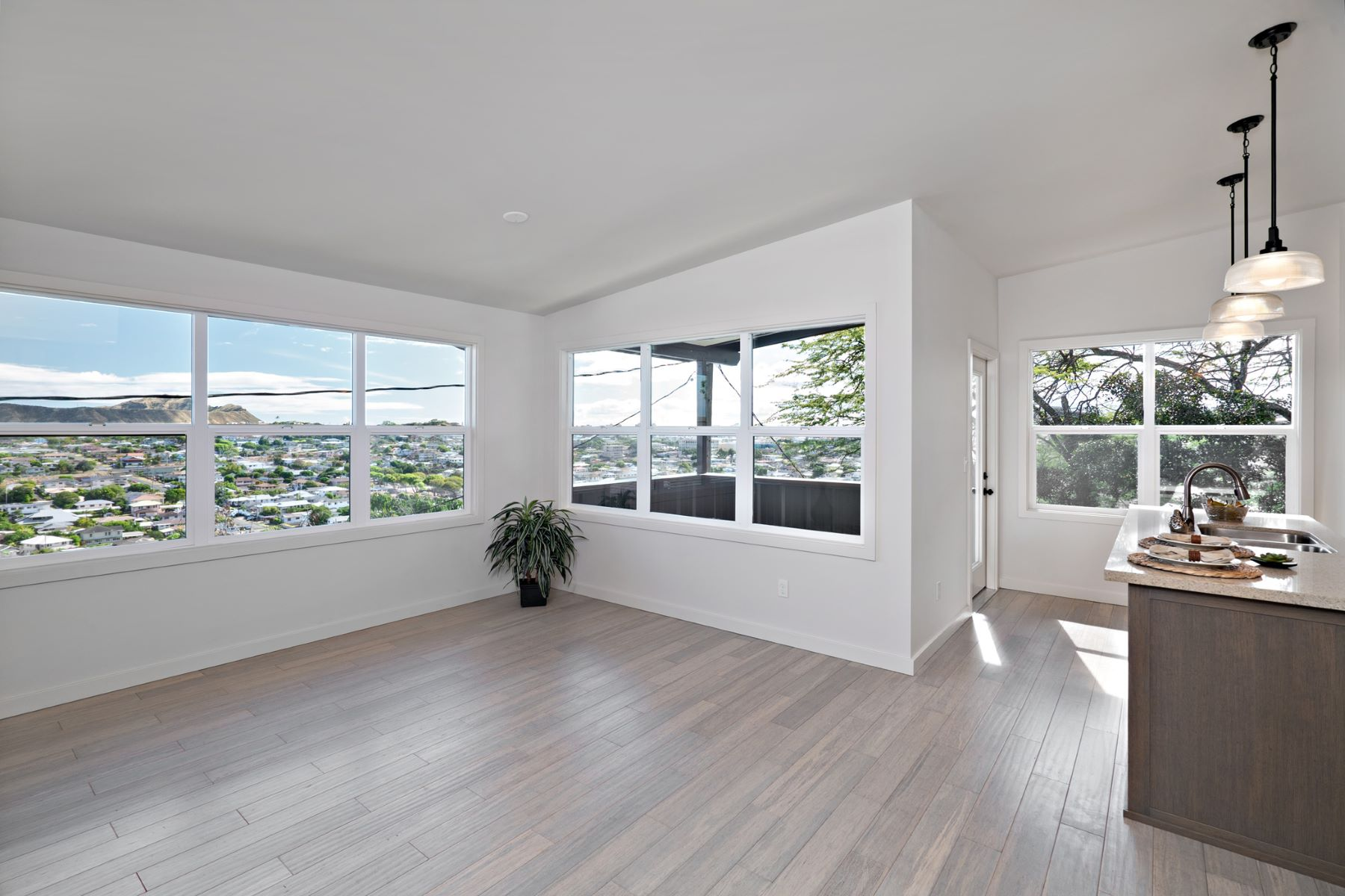 Additional photo for property listing at Hilltop Charm 3955-C Koko Drive #3 Honolulu, Hawaii 96816 United States