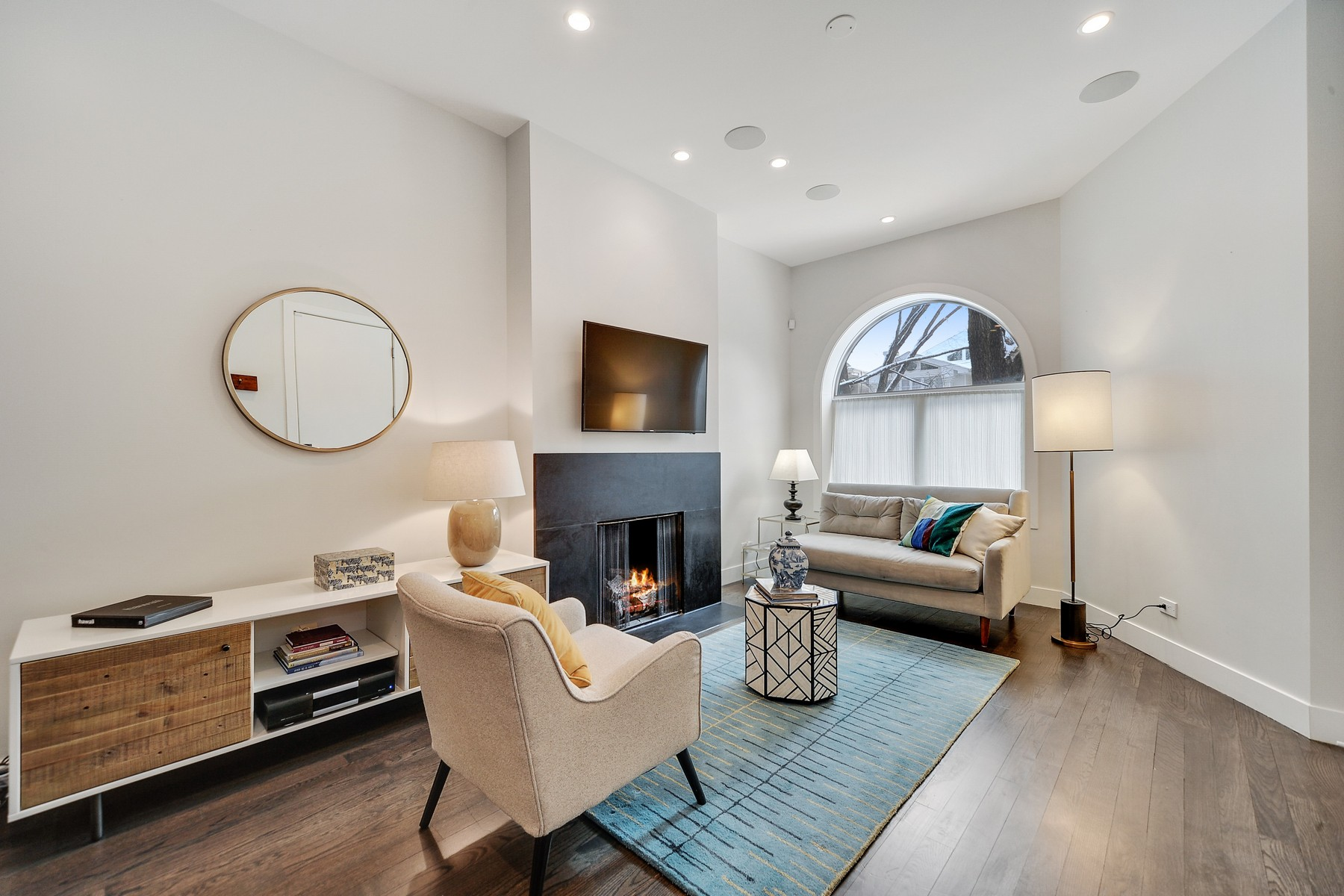 Кондоминиум для того Продажа на Modern Renovation of Classic Home 1134 W Wrightwood Avenue Unit 1, Lincoln Park, Chicago, Иллинойс, 60614 Соединенные Штаты