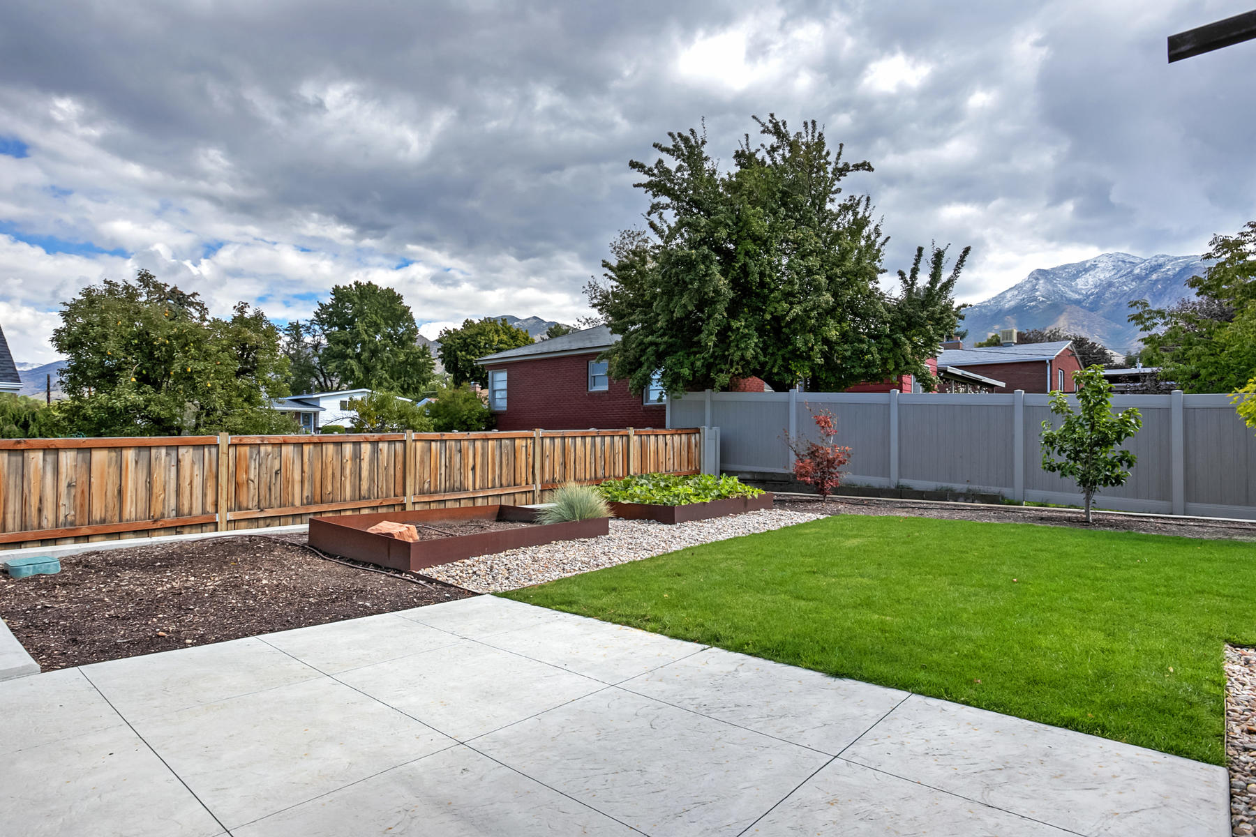 Additional photo for property listing at Incredible Custom Contemporary Home 3139 South 2600 East Salt Lake City, Utah 84109 United States
