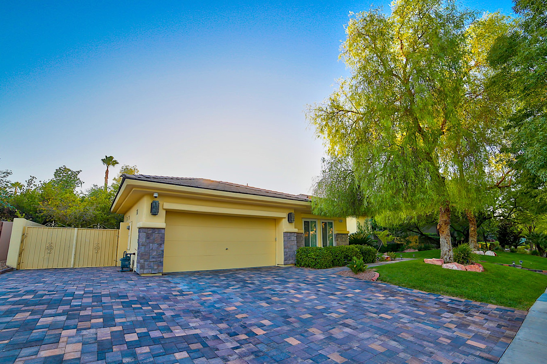 Single Family Home for Sale at 2267 Candlestick Ave Henderson, Nevada 89052 United States