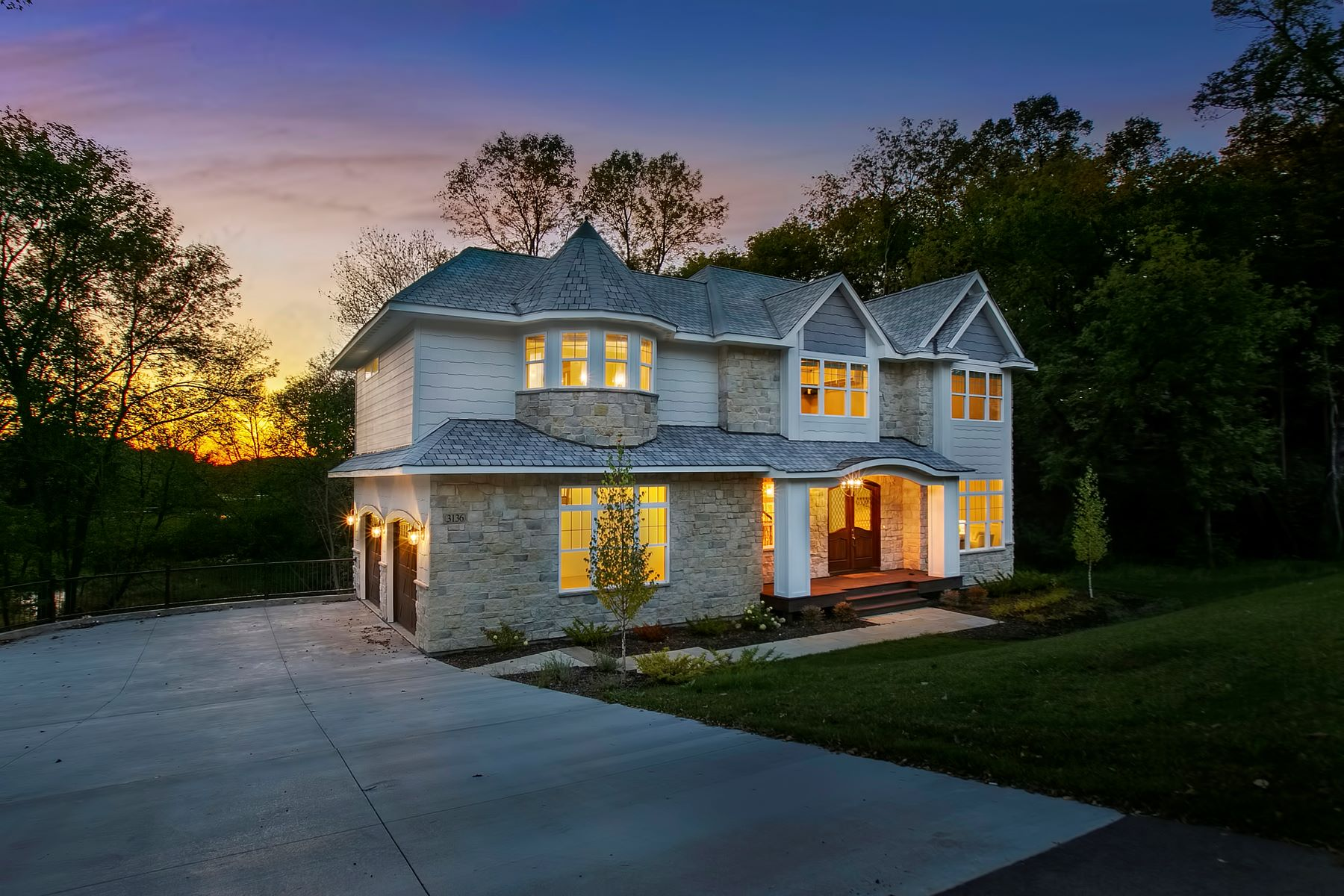Single Family Homes für Verkauf beim Timelessly Elegant Custom Built Home Nestled on the Banks of Shaver Lake 3136 County Road 101 S, Minnetonka, Minnesota 55391 Vereinigte Staaten