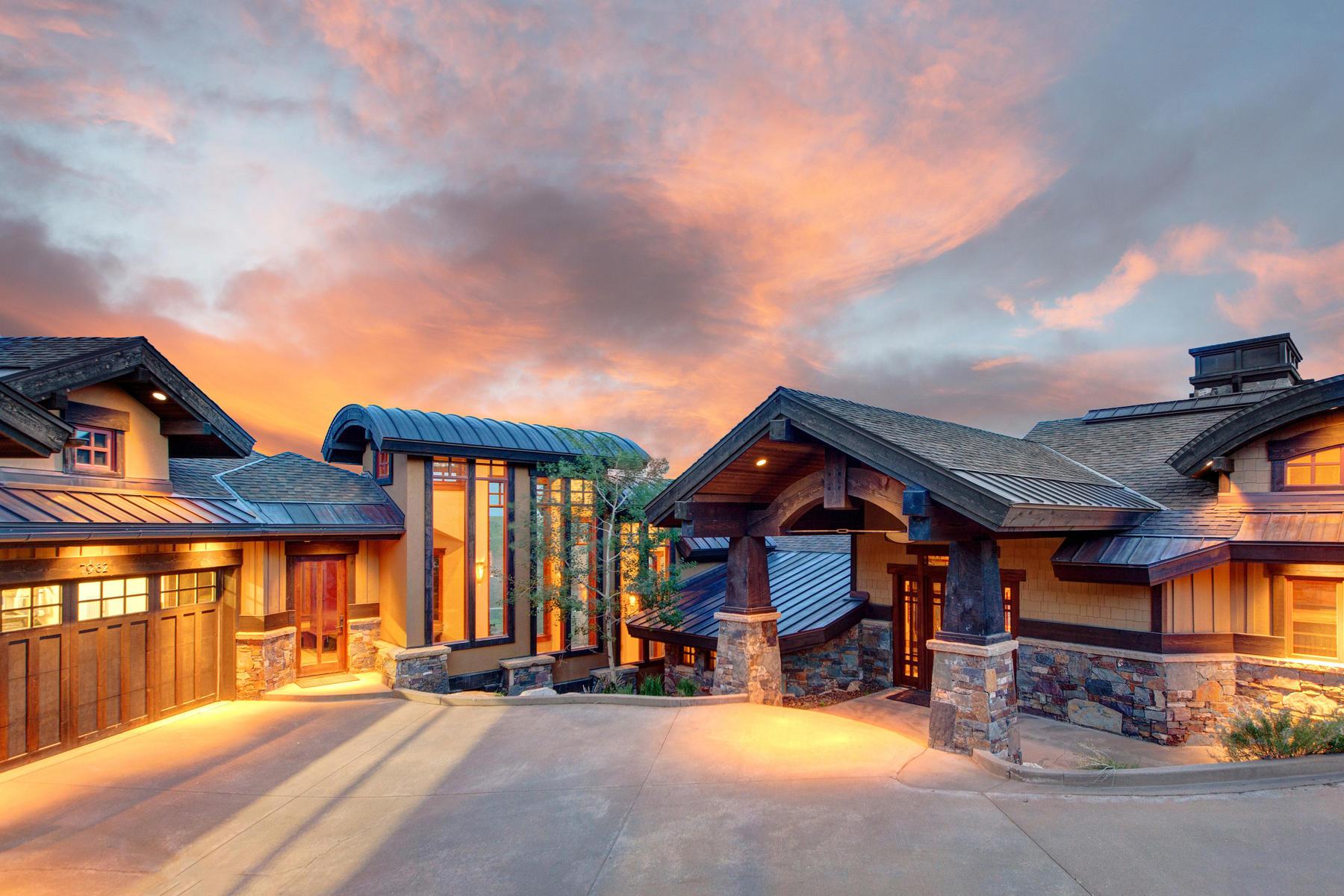 独户住宅 为 销售 在 Warm Contemporary Promontory Home With 270 Degree Mountain Views 7982 N Sunrise Lp 帕克城, 犹他州, 84098 美国