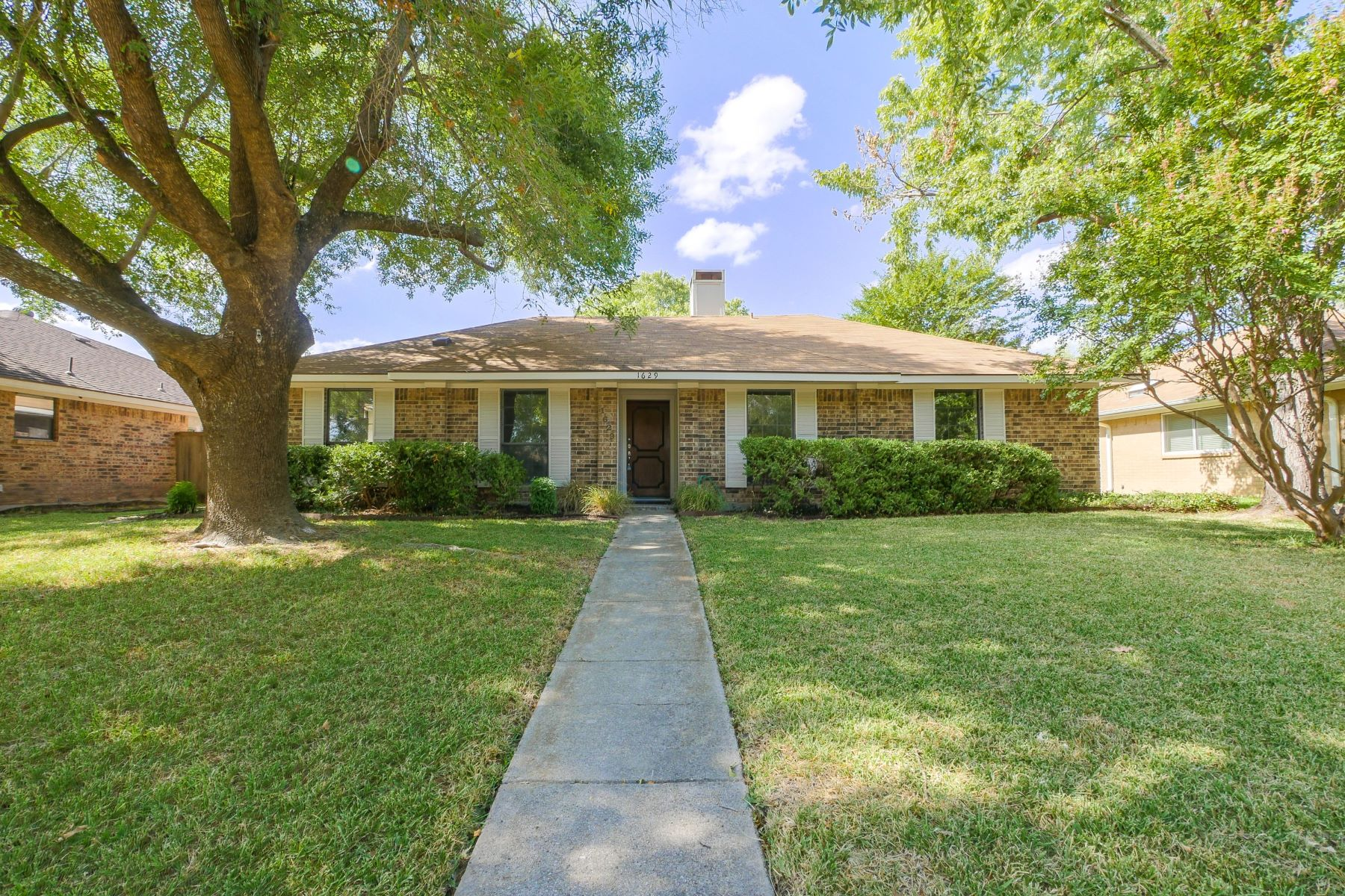 Single Family Homes for Sale at 1629 Stroud Lane Mesquite, Texas 75150 United States