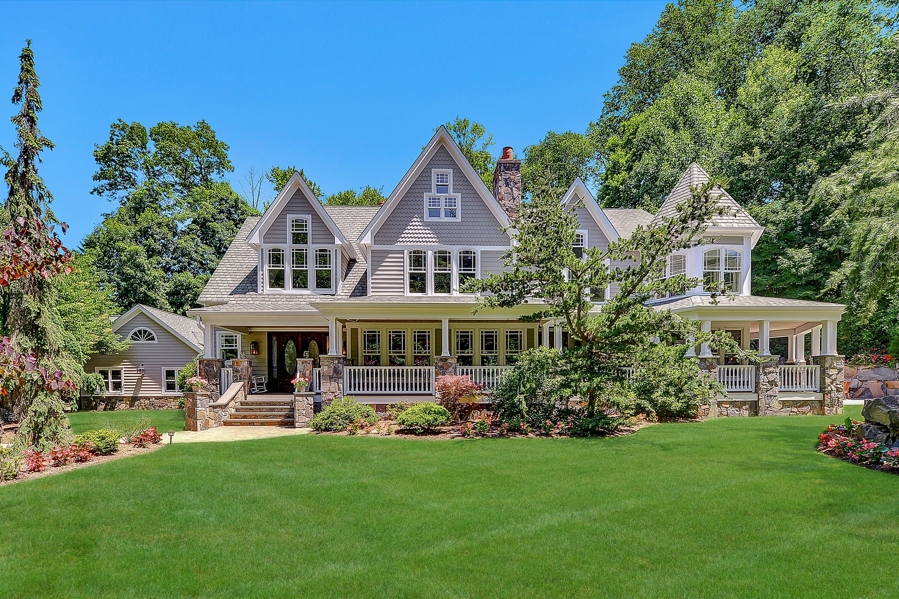 Single Family Homes voor Verkoop op STUNNING COUNTRY FARMHOUSE 284 E Saddle River Rd., Upper Saddle River, New Jersey 07458 Verenigde Staten