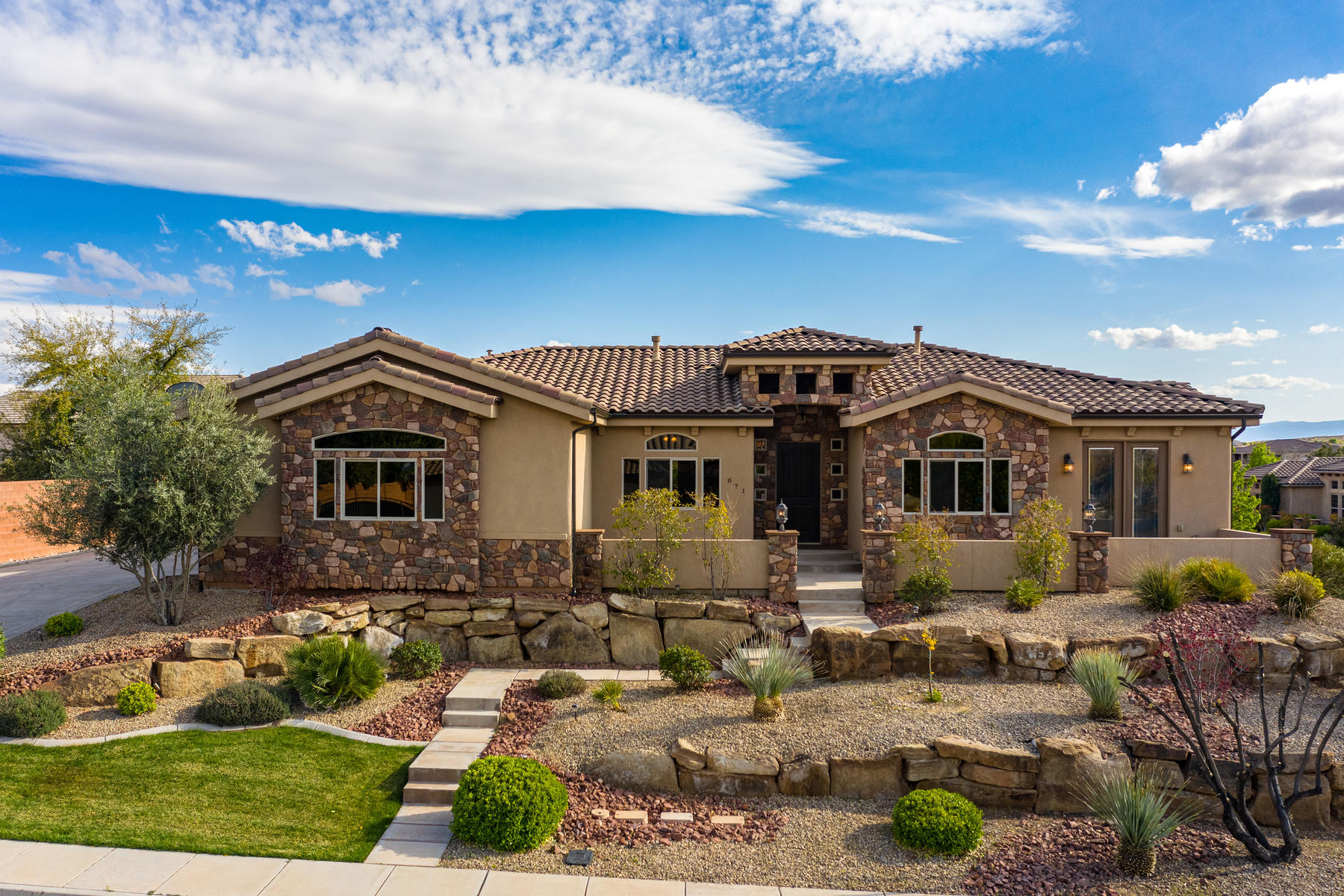Single Family Homes for Sale at Elegant & Captivating Living, Inside & Out 871 W Essex Street Washington, Utah 84780 United States