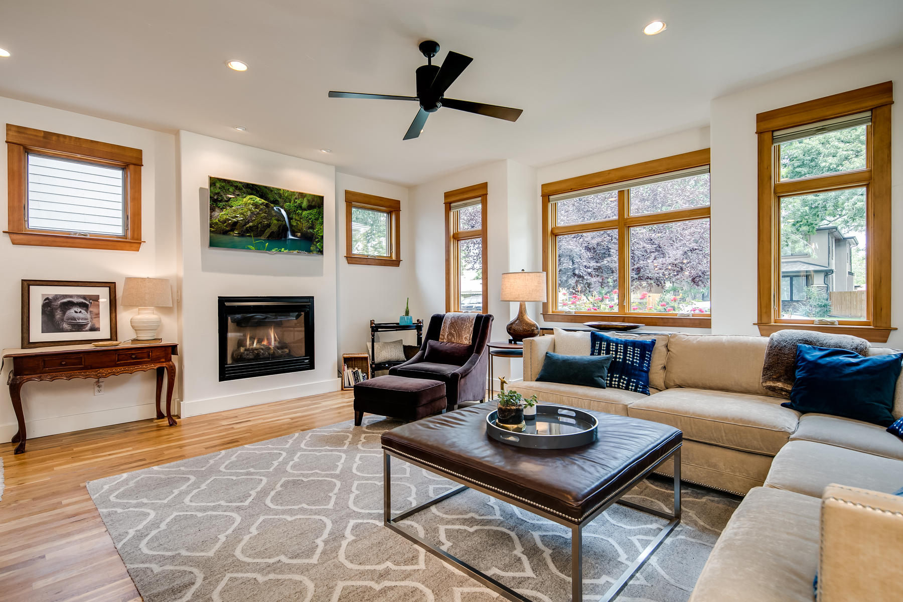 Additional photo for property listing at Fabulous Open Layout With Views Of The City, Mountains, and Sloans Lake 2034 Newton St Denver, Colorado 80211 United States