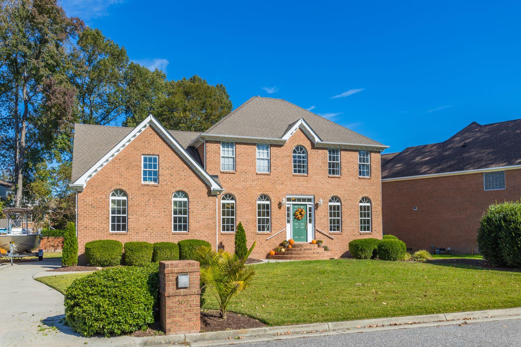 Single Family Homes für Verkauf beim EMERALD LAKES ESTATES 509 River Gate Rd, Chesapeake, Virginia 23322 Vereinigte Staaten