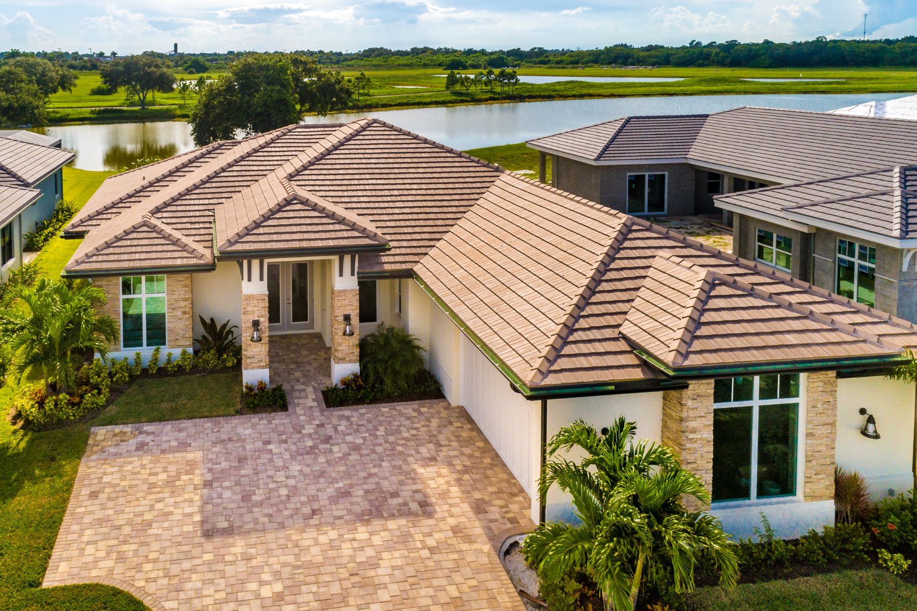 Single Family Homes voor Verkoop op Luxury New Home in the Reserve at Grand Harbor 2361 Grand Harbor Reserve Square Vero Beach, Florida 32967 Verenigde Staten