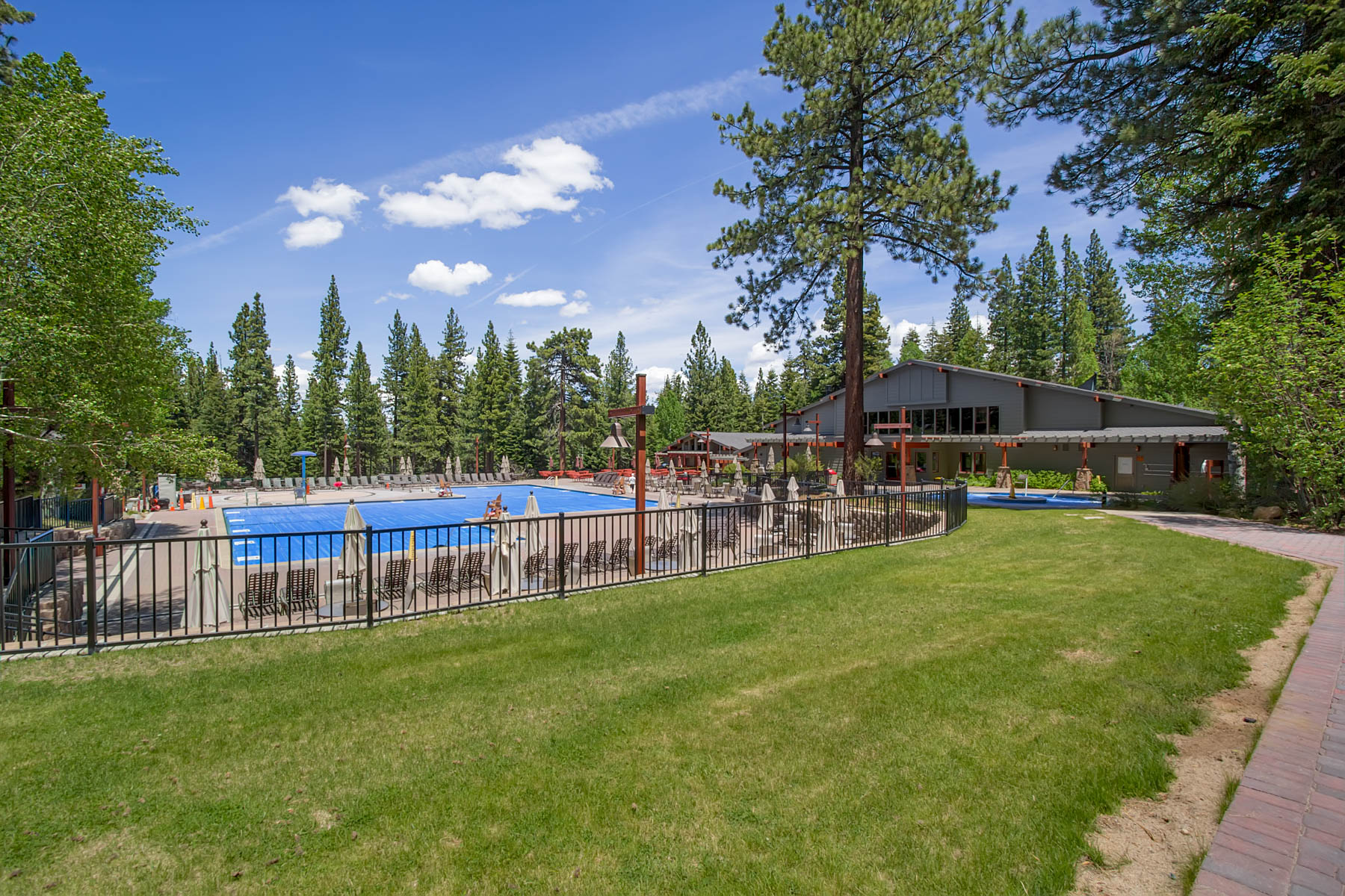 Additional photo for property listing at 235 Basque Drive,  Truckee CA 96161 235 Basque Drive Truckee, California 96161 United States