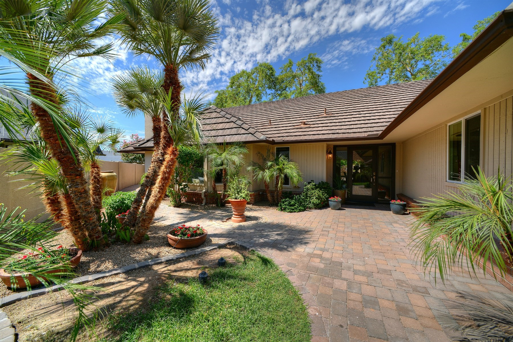Single Family Home for Sale at Beautiful home located in the serene community of Town and Country 2125 E Pasadena Ave Phoenix, Arizona, 85016 United States