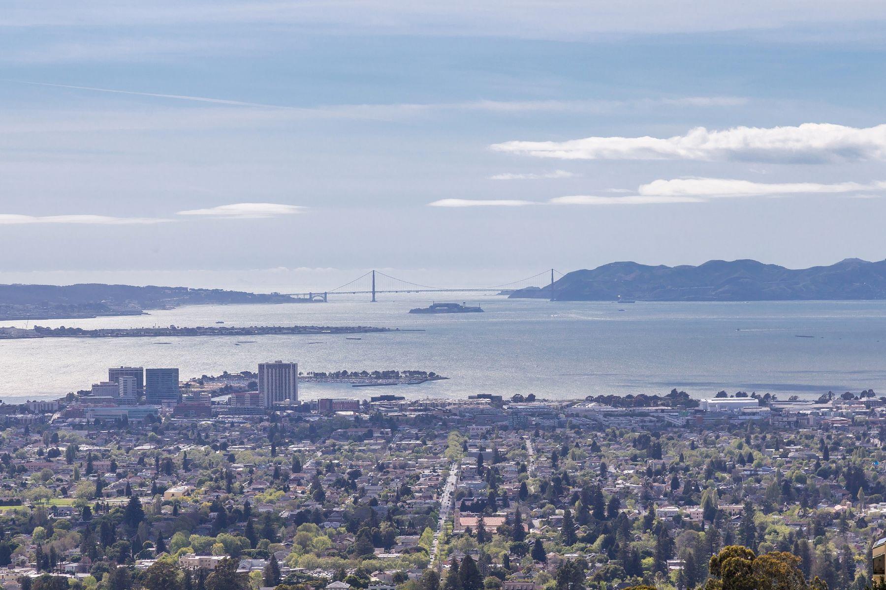 Casa unifamiliar adosada (Townhouse) por un Venta en Hiller Highland Beauty - Panoramic Views 2 Clipper Hill Oakland, California 94618 Estados Unidos