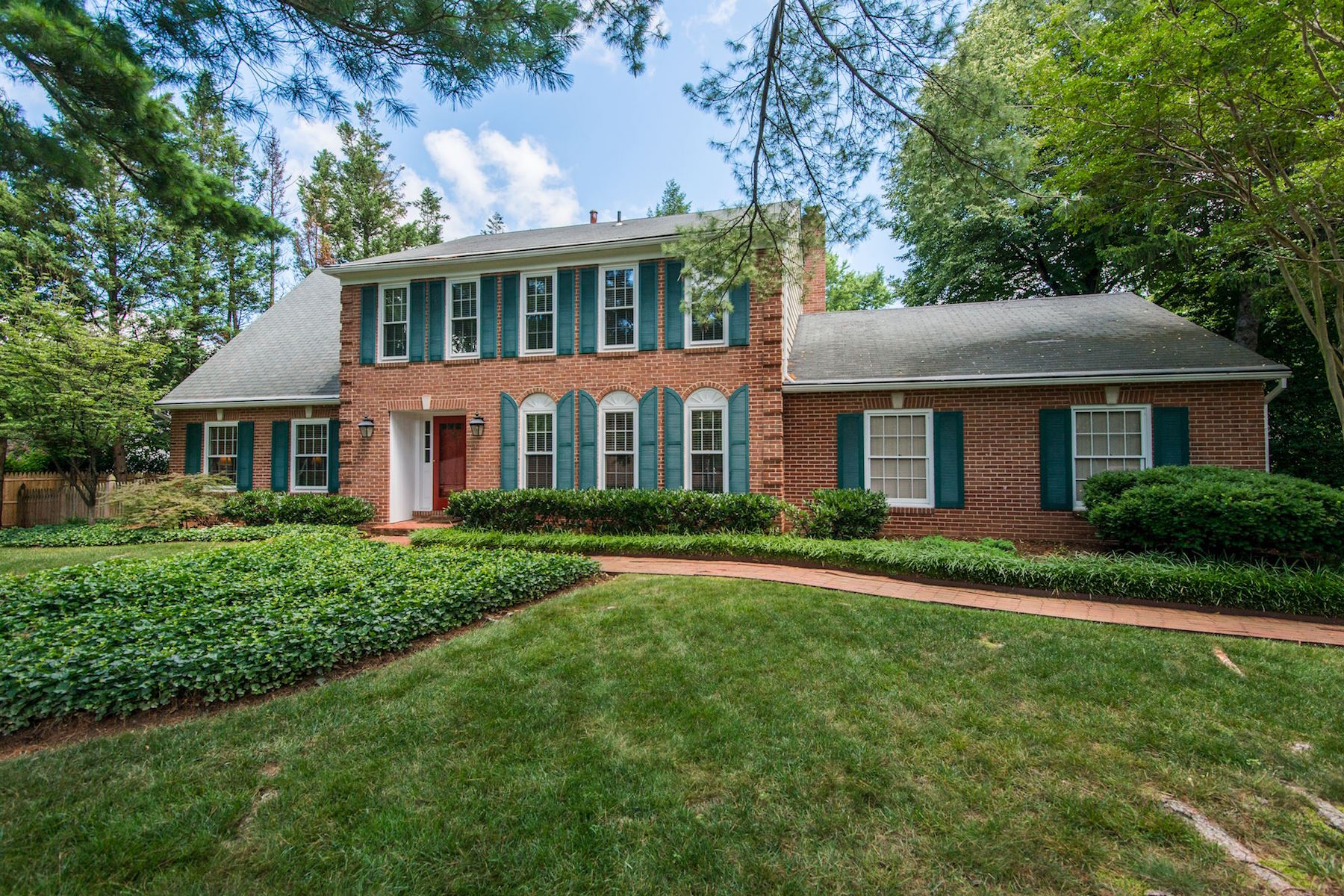 Single Family Home for Sale at McLean: 7701 Bridle Path Ln McLean, Virginia, 22102 United States