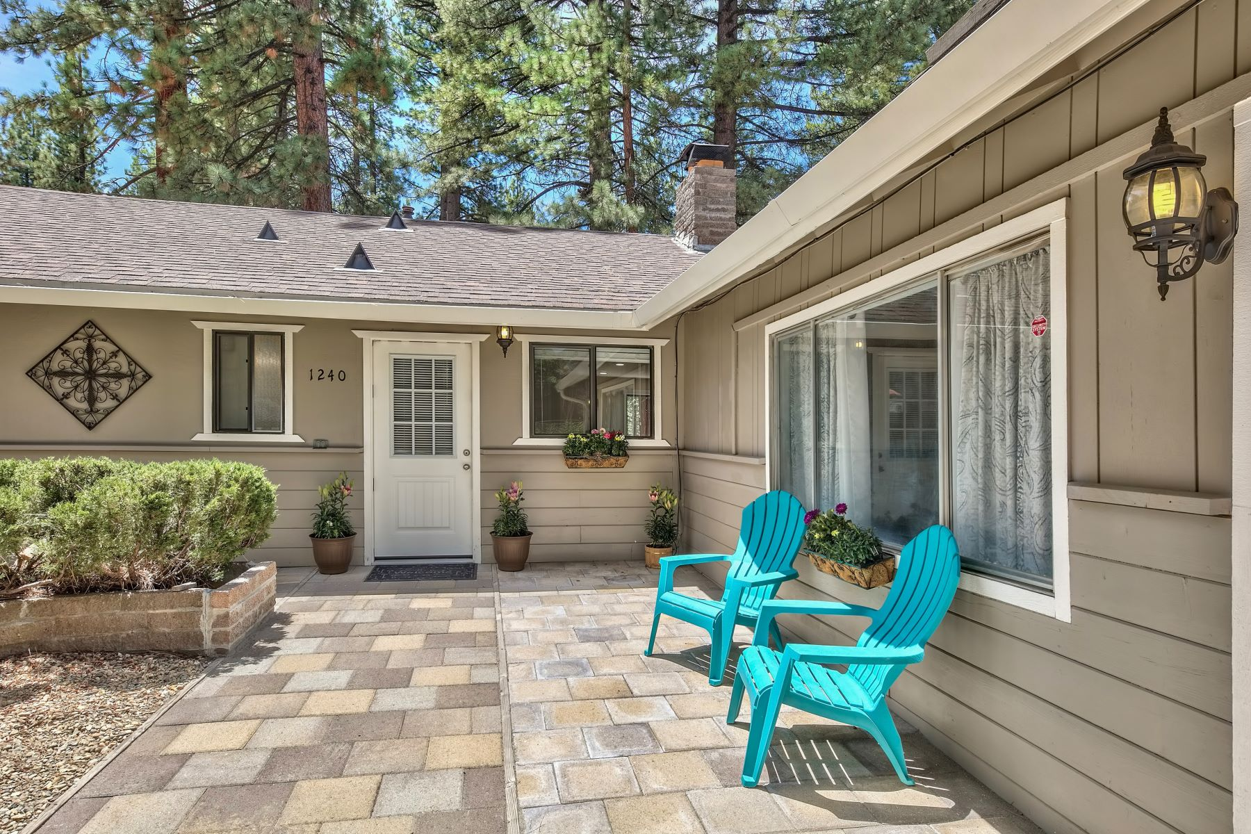 Additional photo for property listing at Tahoe Sierra Getaway on Meadow 1240 Beecher Avenue South Lake Tahoe, California 96150 United States