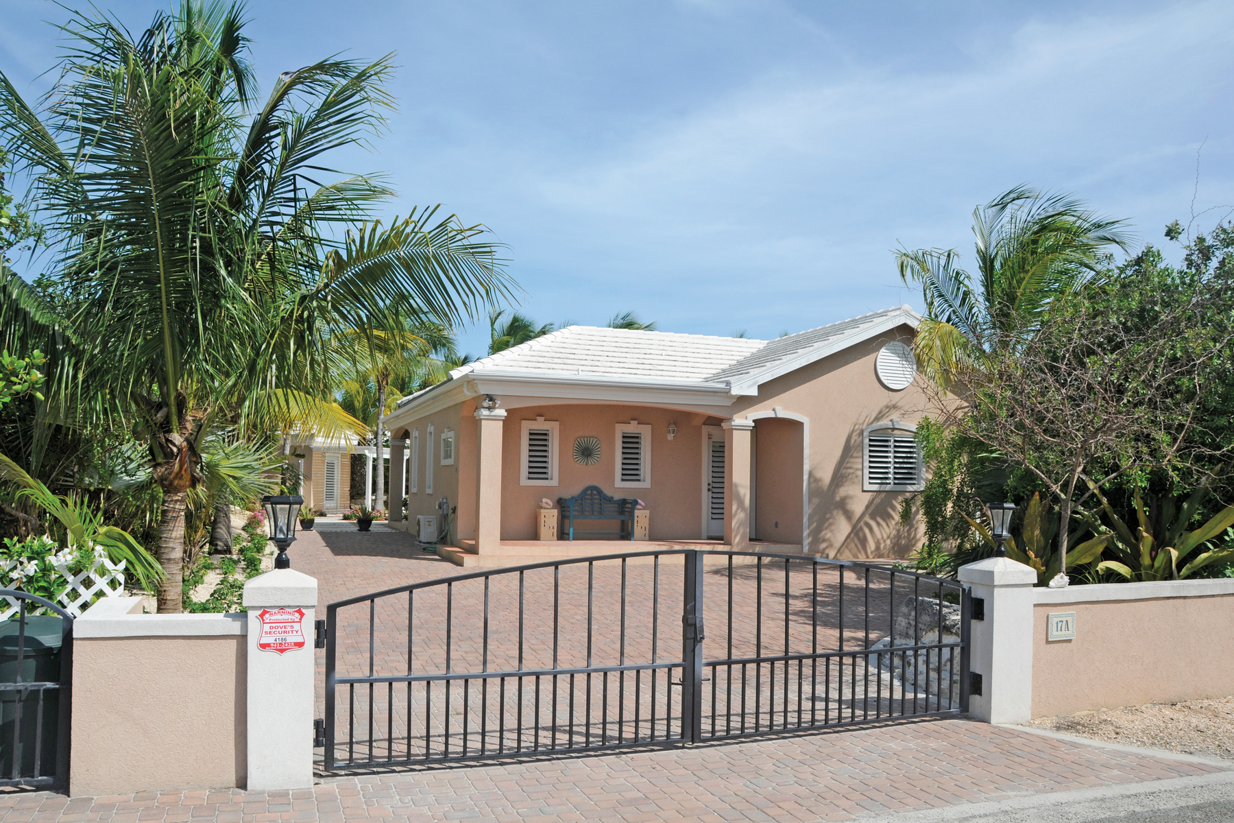 Additional photo for property listing at Pinta Court Leeward, Providenciales Turks And Caicos Islands