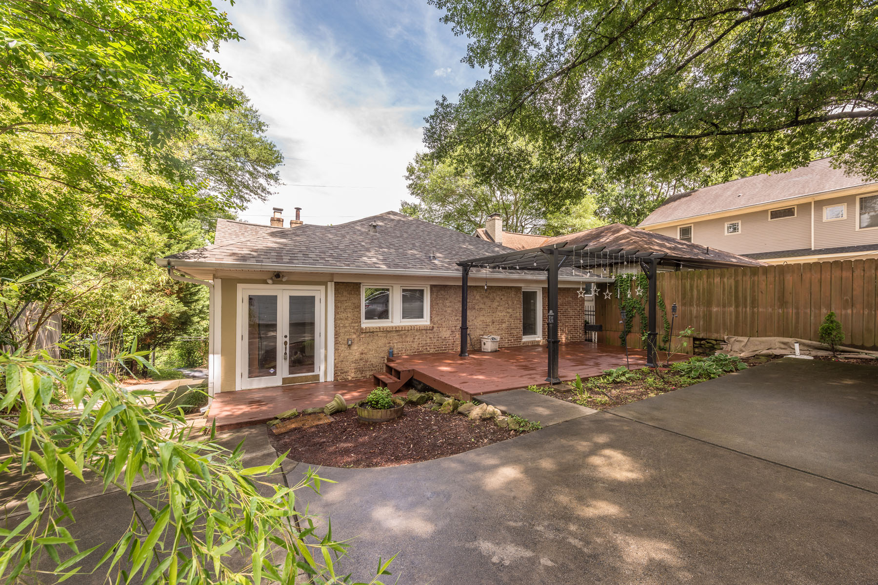 Additional photo for property listing at Intown Bungalow With Direct Park Access! 1292 Monroe Drive Atlanta, Джорджия 30306 Соединенные Штаты