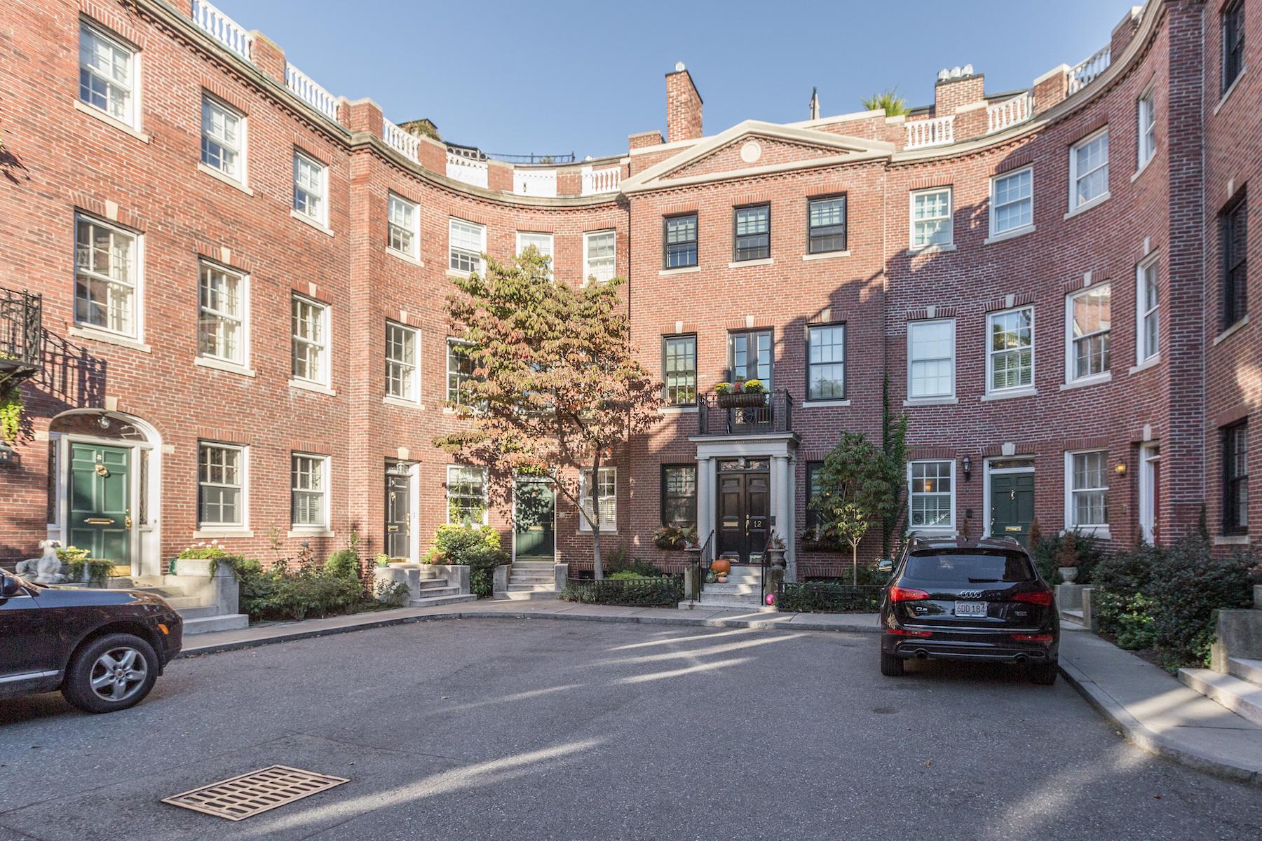 独户住宅 为 销售 在 Hidden Jewel On The Flat Of Beacon Hill 10 Charles River Square, Beacon Hill, 波士顿, 马萨诸塞州, 02114 美国