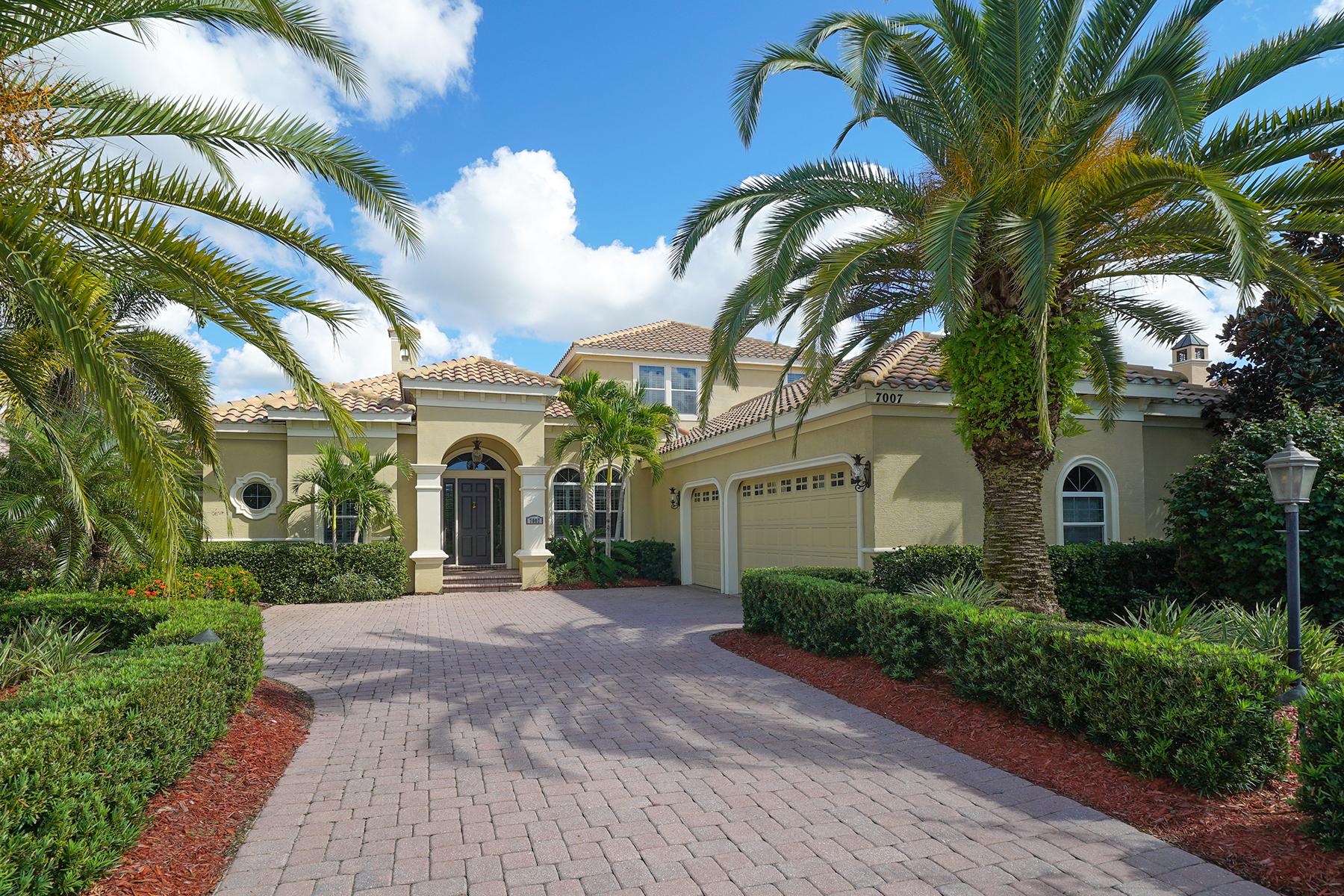 Single Family Homes für Verkauf beim LAKEWOOD RANCH COUNTRY CLUB 7007 Belmont Ct, Lakewood Ranch, Florida 34202 Vereinigte Staaten