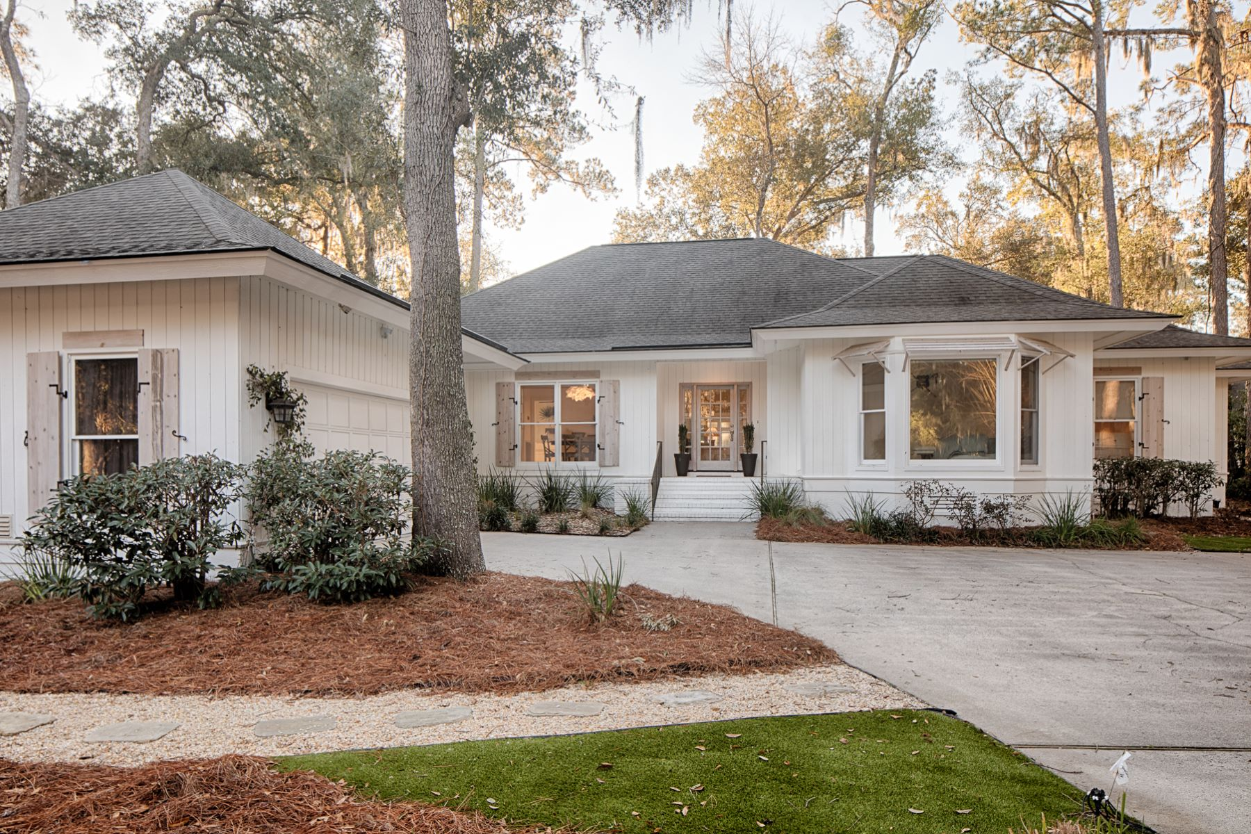 Single Family Homes for Sale at 1 Oyster Reef Road Skidaway Island, Georgia 31411 United States