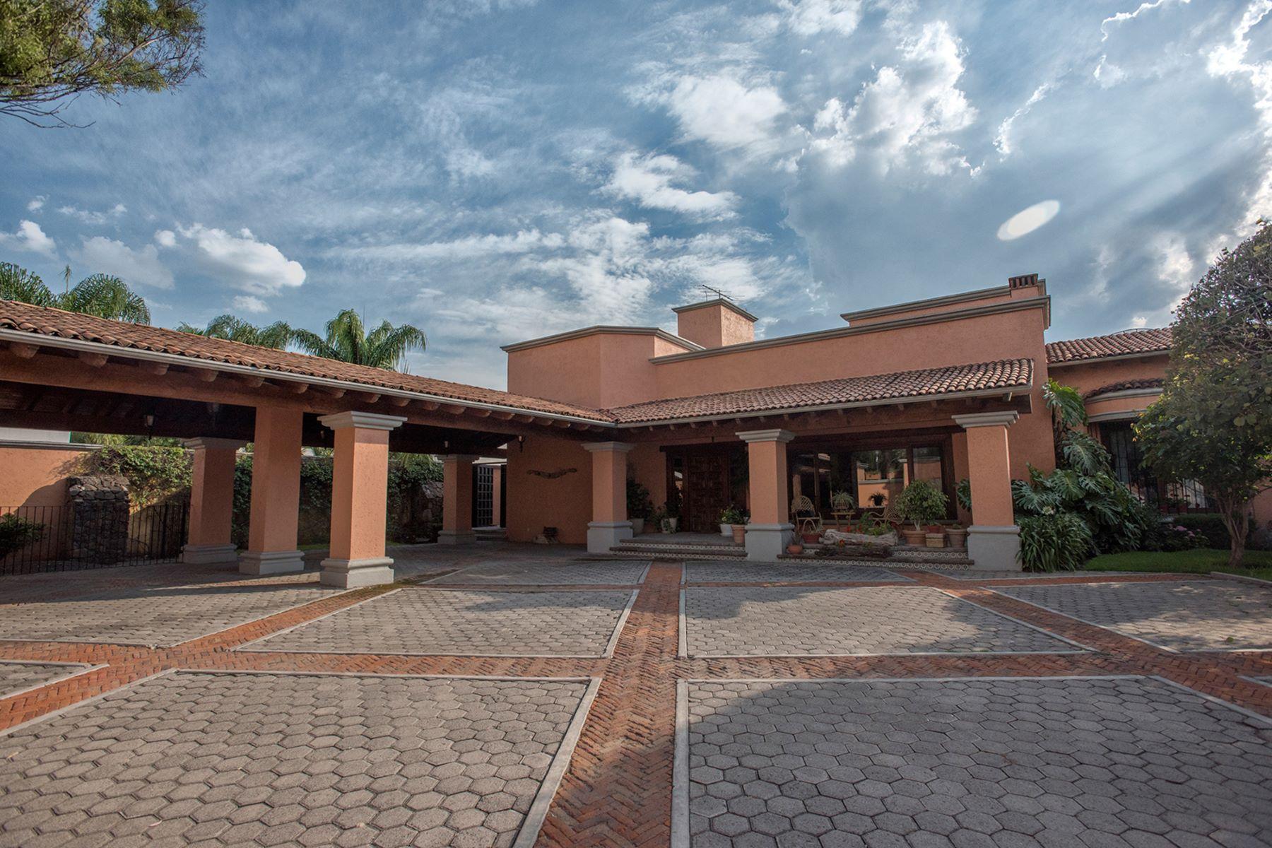 Частный односемейный дом для того Продажа на Casa la Traviesa Queretaro, Queretaro, 76100 Мексика