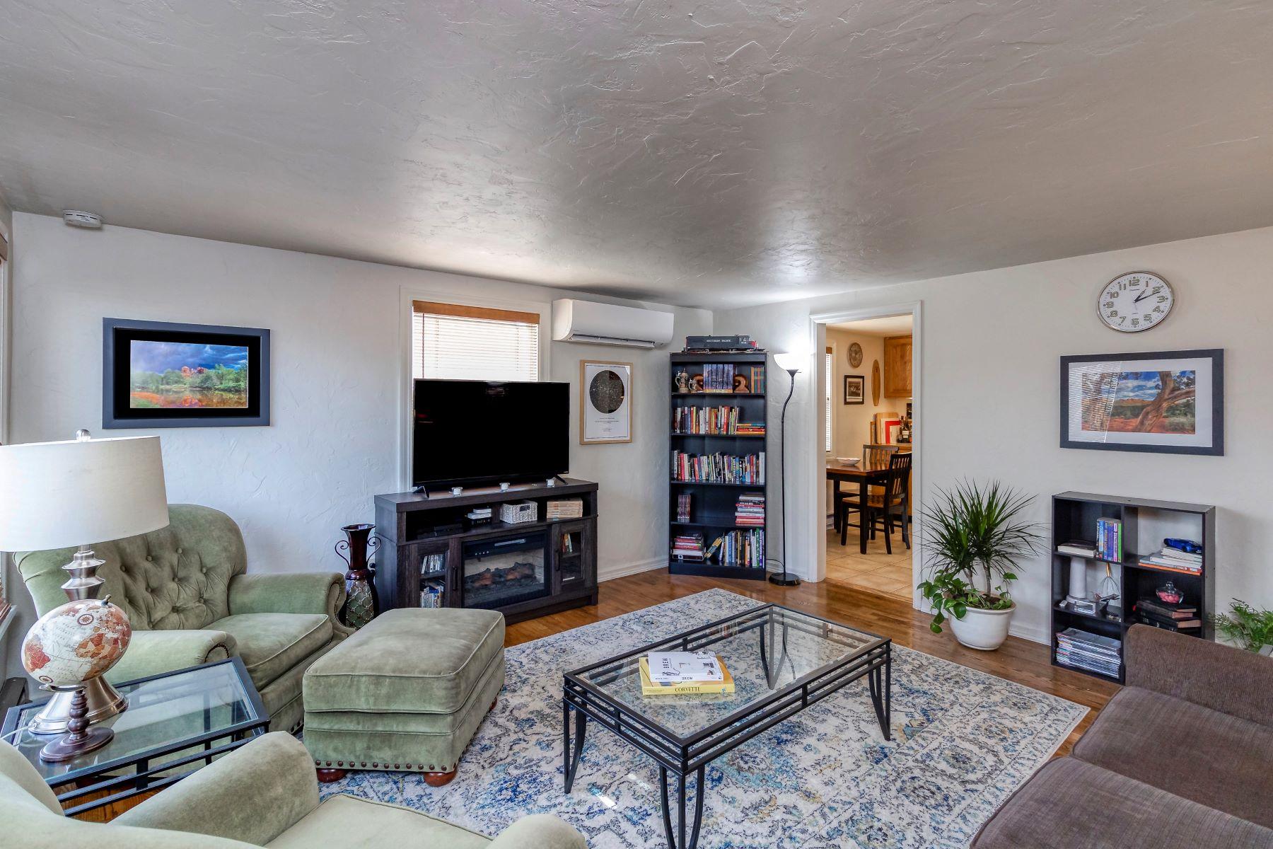 Single Family Homes for Sale at Whimsical and discreet cottage 1052 St. John Street Walla Walla, Washington 99362 United States