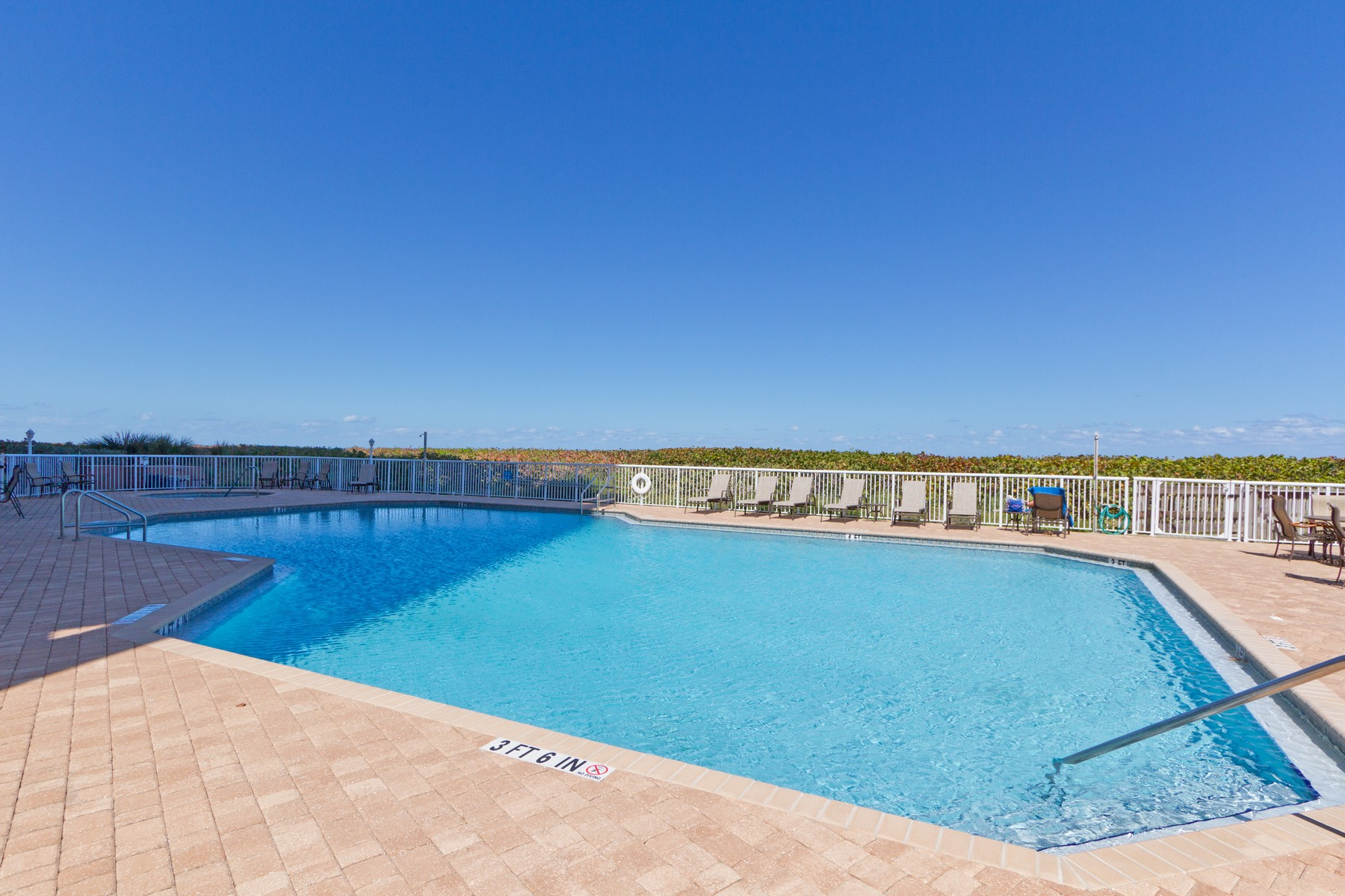 Additional photo for property listing at Experience Sea Side Elegance  in this Seveth Floor Condo! 4160 N Highway A1A #707A Hutchinson Island, Florida 34949 United States