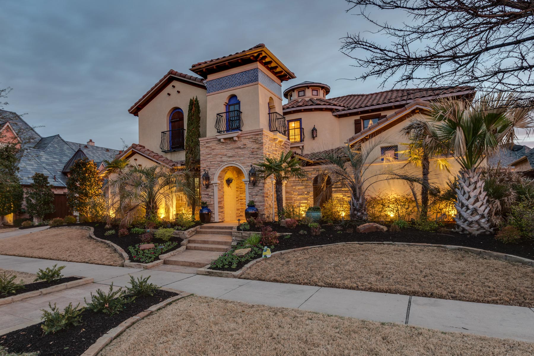 独户住宅 为 销售 在 Exclusive Spanish Style Home in Shaddock Creek Estates 4353 Cedar Bluff Lane, 弗里斯科, 得克萨斯州, 75033 美国