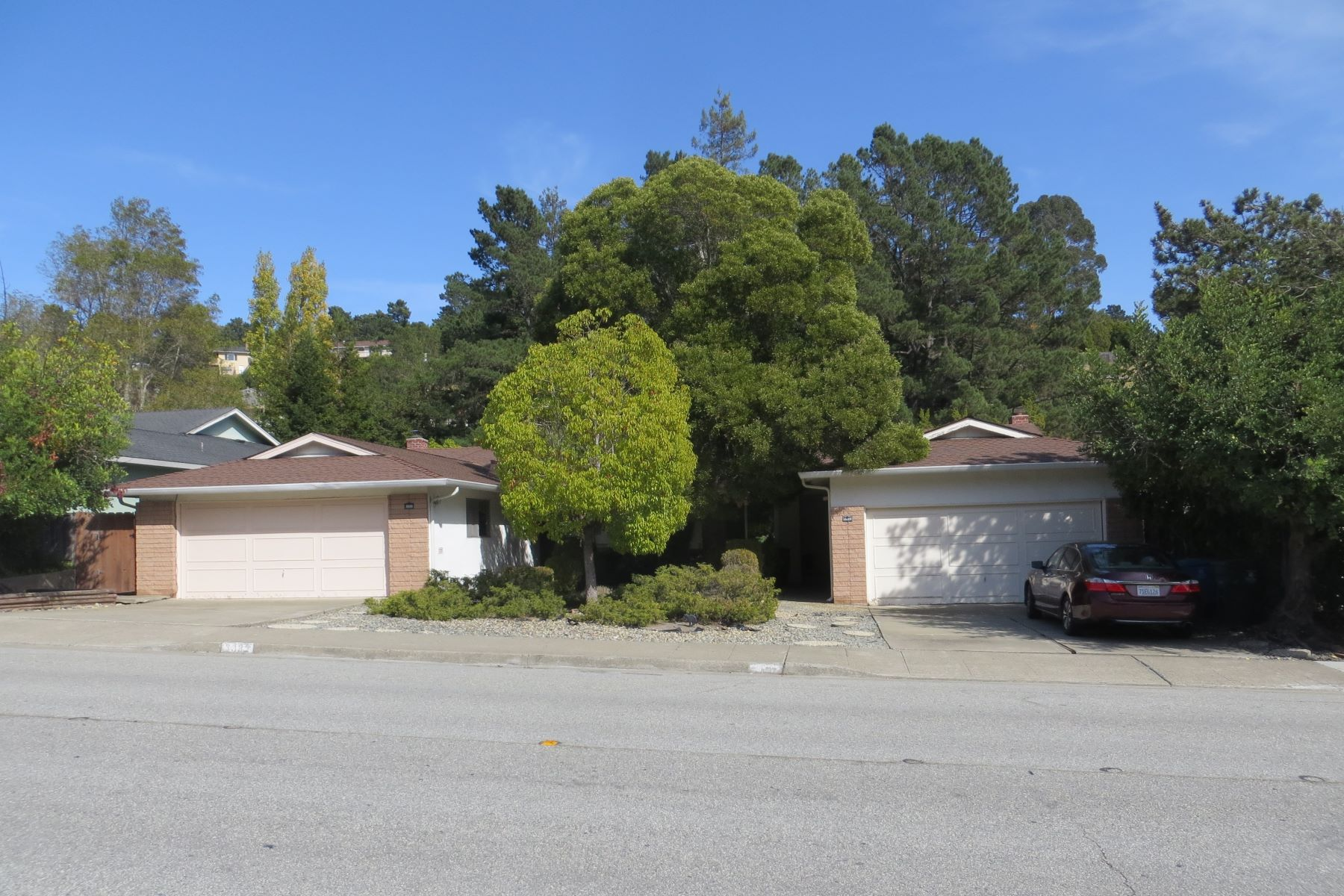 Duplex Homes 为 销售 在 Fabulous Duplex in Desirable Neighborhood 3333 - 3335 Glendora Drive 圣马特奥市, 加利福尼亚州 94403 美国