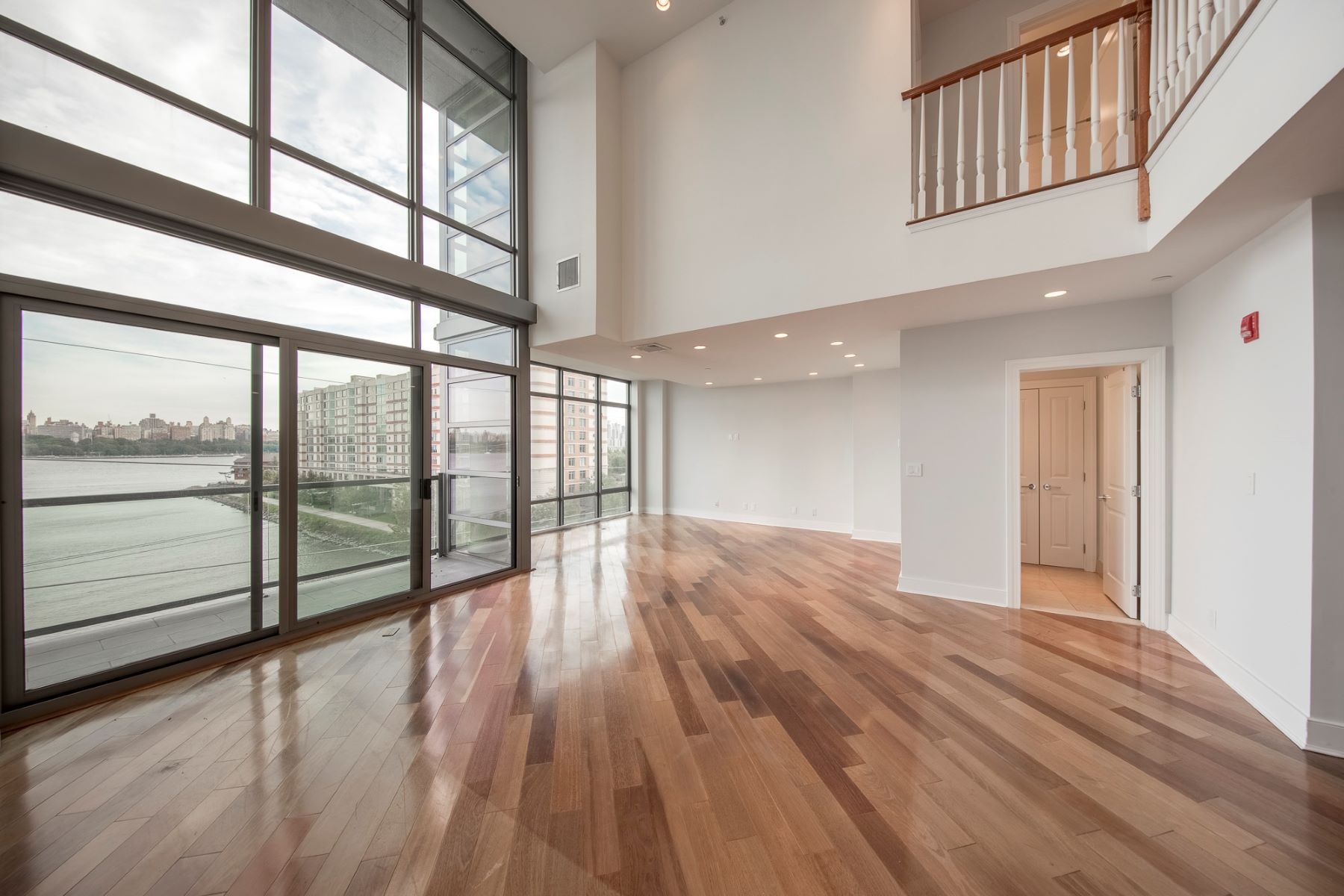 Appartement en copropriété pour l Vente à Incredible Penthouse 8125 River Road 6d, North Bergen, New Jersey 07047 États-Unis