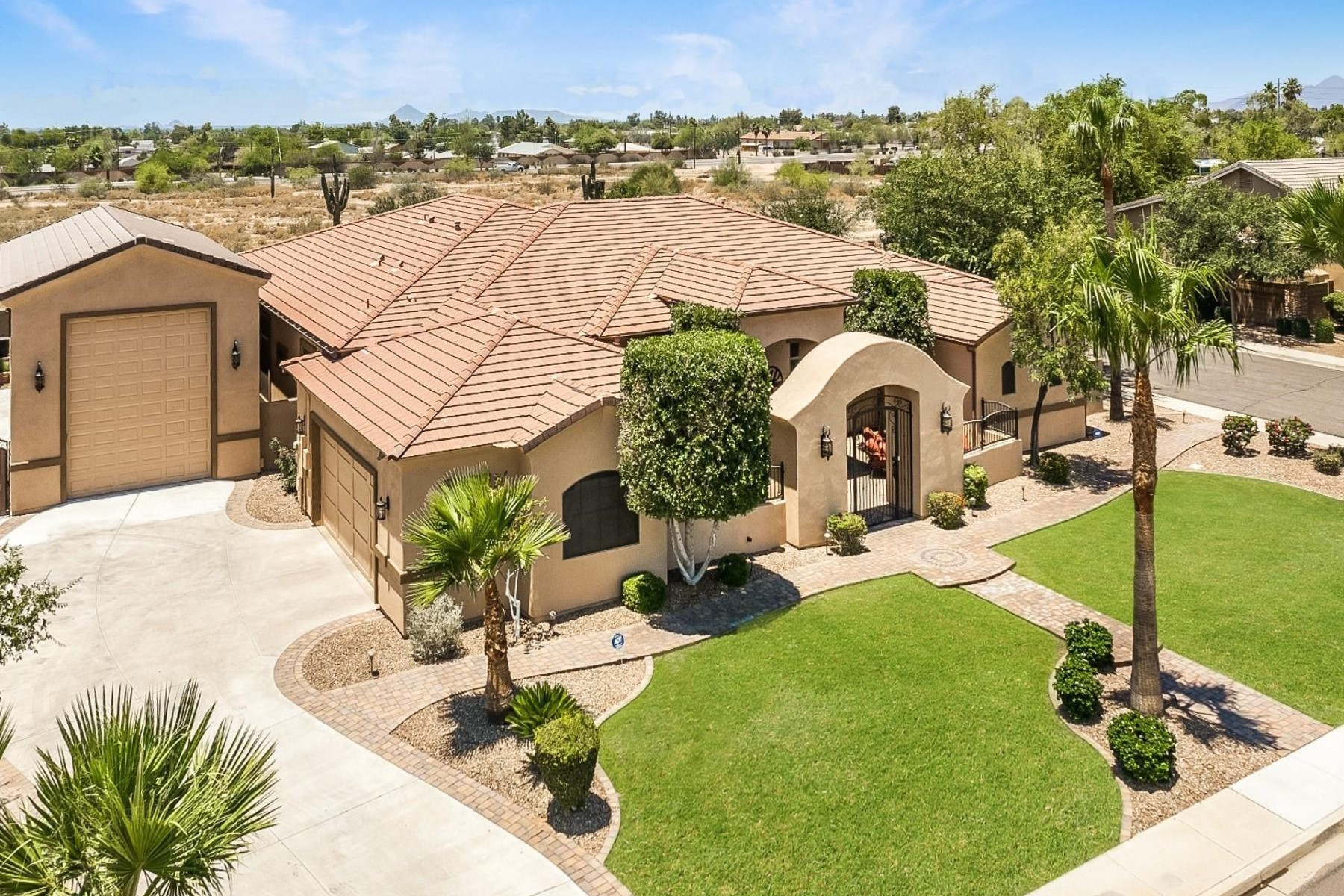 Single Family Homes 为 销售 在 Alta Mira Estates 1324 N 69TH PL 梅萨, 亚利桑那州 85207 美国
