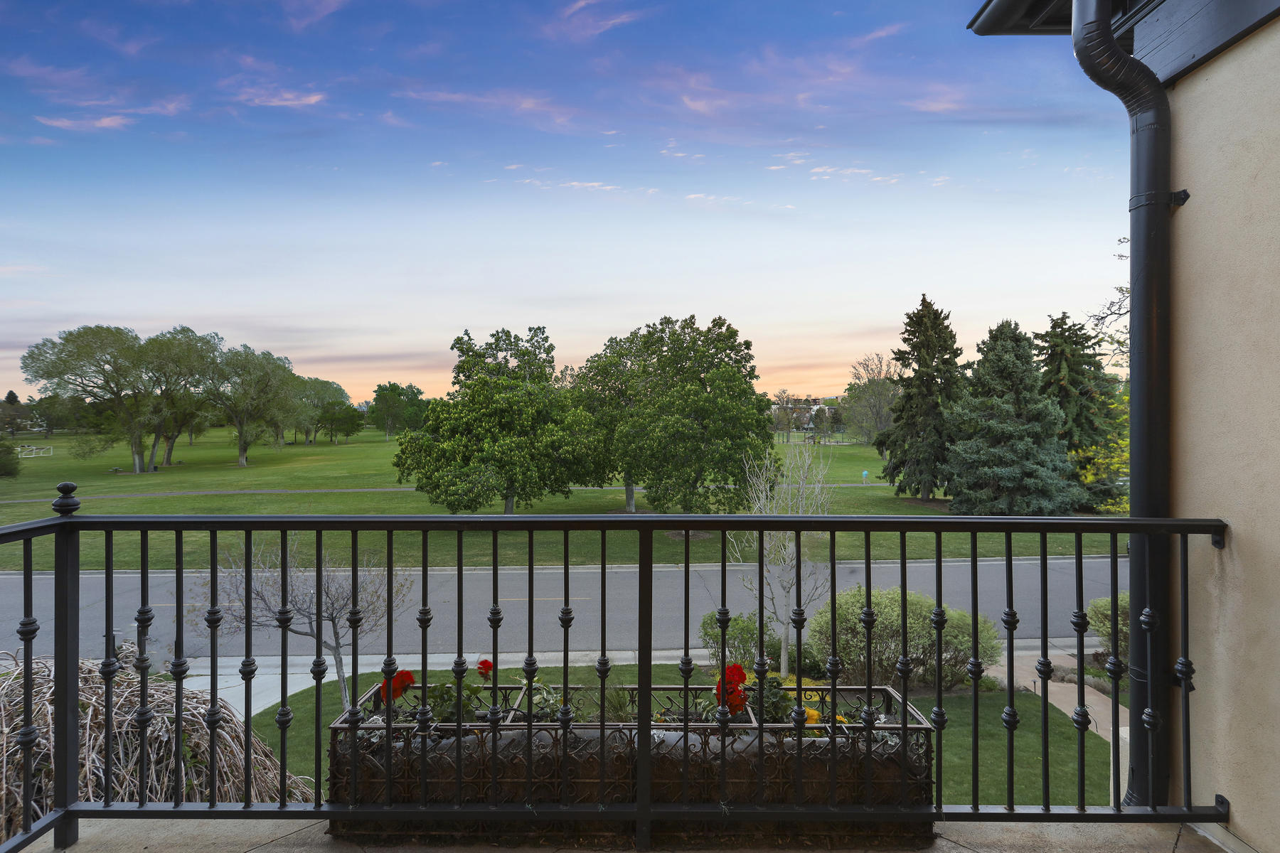 Additional photo for property listing at On Crestmoor Park – Masterpiece of Character and Modern Living 21 S Kearney Street, Denver, Колорадо 80224 Соединенные Штаты