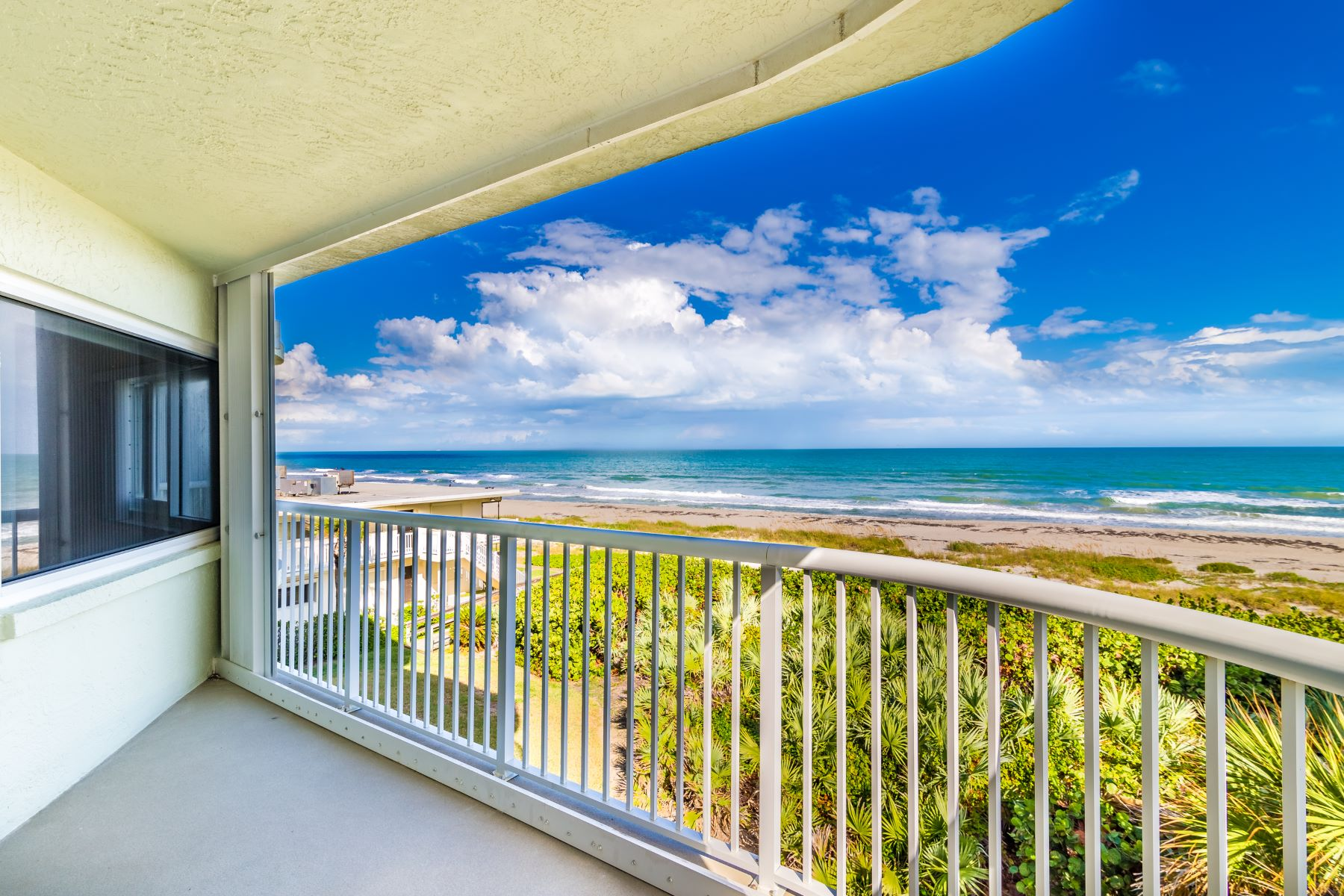 Condominiums por un Venta en Casa Playa Condo 3031 South Atlantic Avenue #303, Cocoa Beach, Florida 32931 Estados Unidos