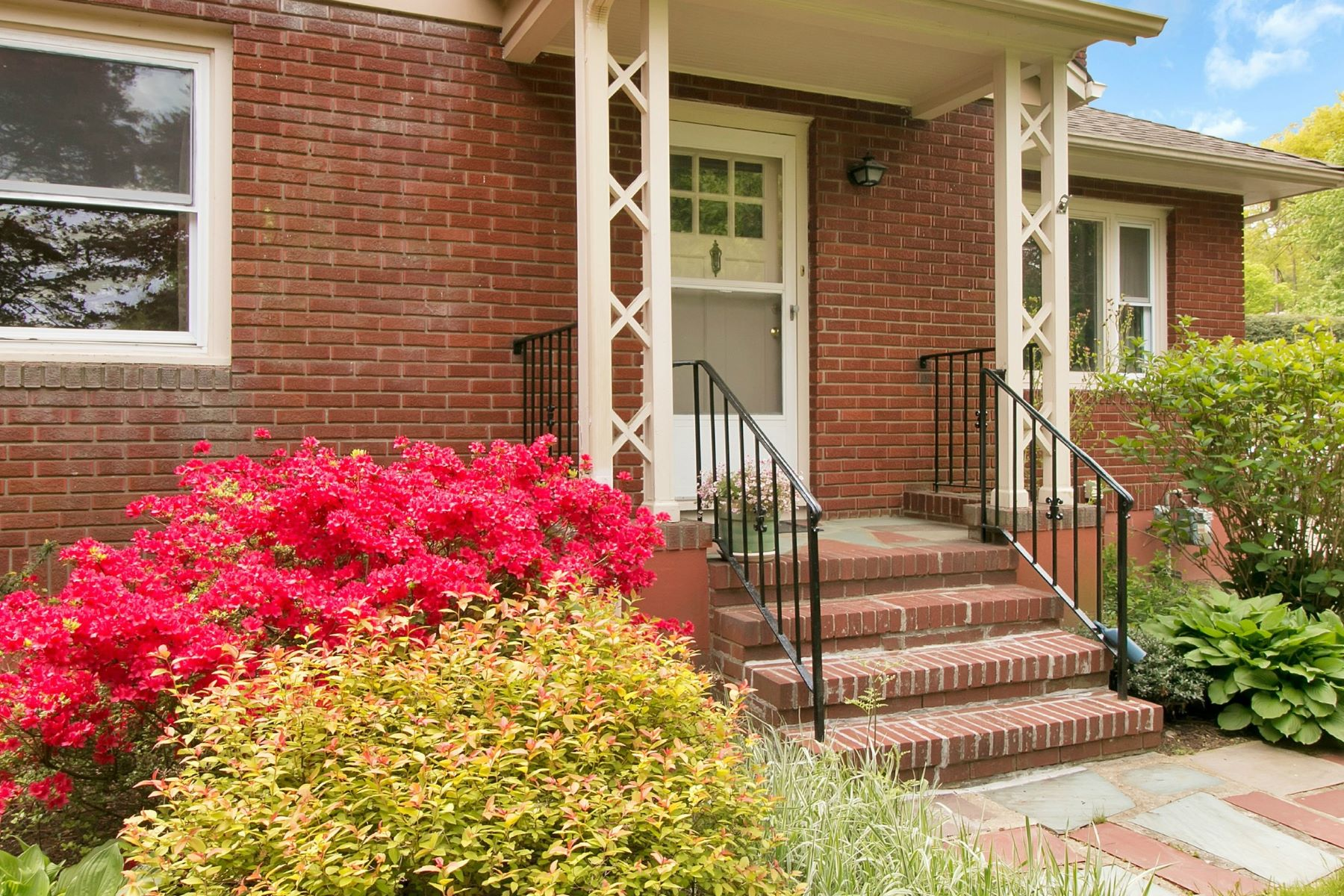 Single Family Home for Sale at Charming Mid-Century Ranch 141 New Hempstead Rd New City, New York, 10956 United States
