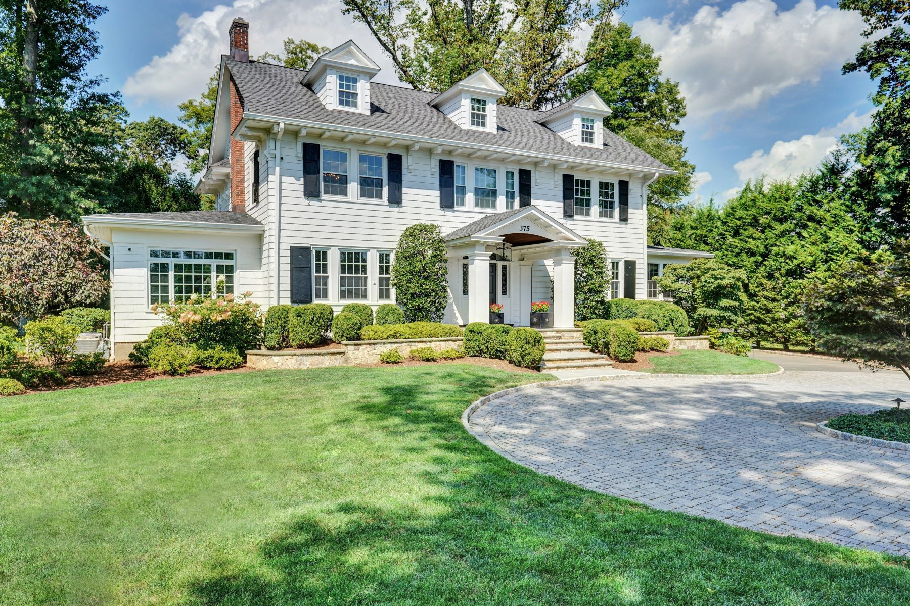 Single Family Homes por un Venta en Tranquility and Graciousness 375 Hobart Avenue Short Hills, Nueva Jersey 07078 Estados Unidos