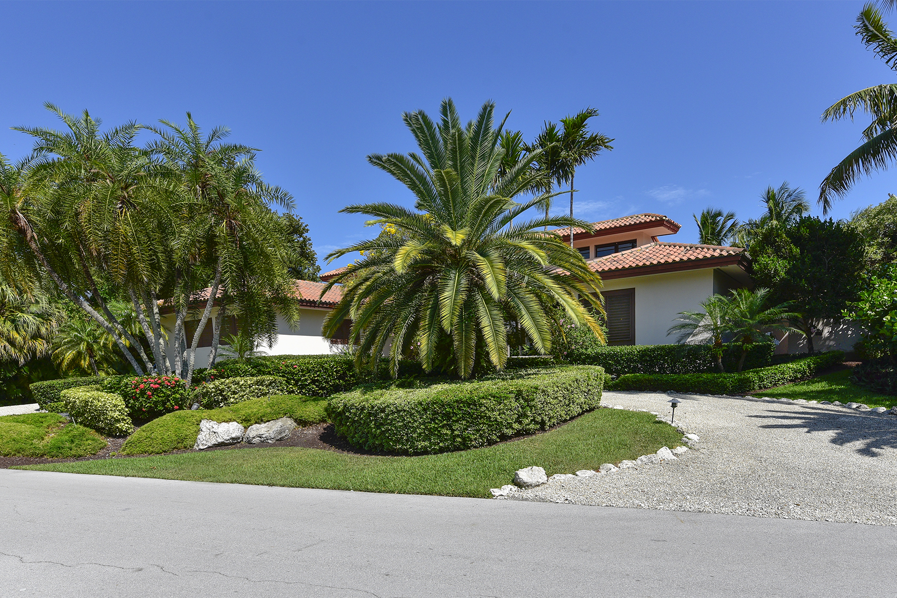 Maison unifamiliale pour l Vente à Waterfront Home at Ocean Reef 30 East Snapper Point Drive Ocean Reef Community, Key Largo, Florida, 33037 États-Unis