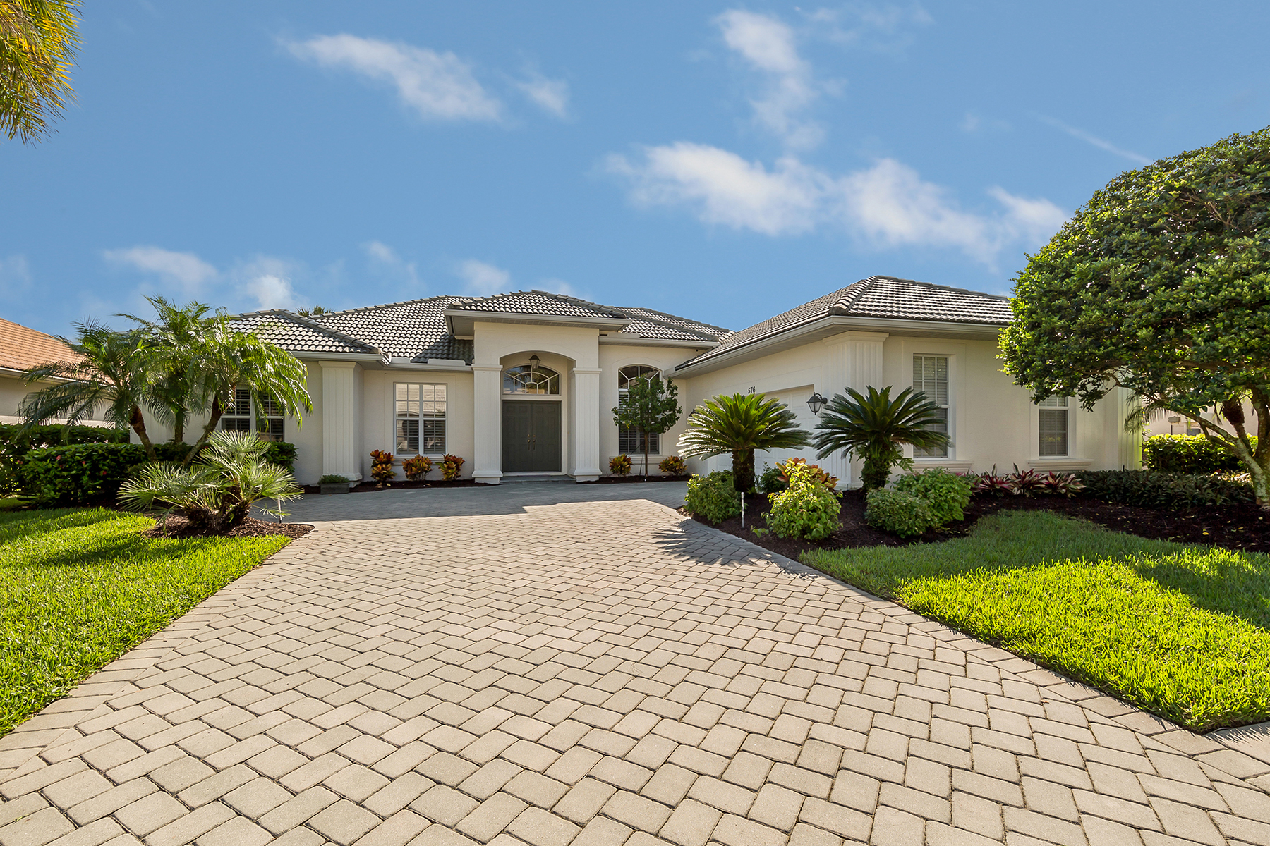 Single Family Homes for Sale at 576 Sawgrass Bridge Road, Venice, Florida 34292 United States