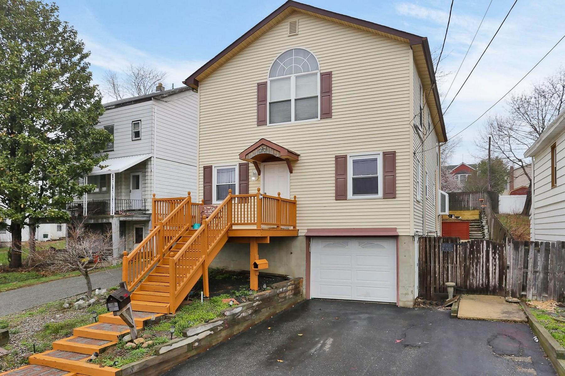 Maison unifamiliale pour l Vente à Great home overlooking the bay! 27 Beers Street Keyport, New Jersey 07735 États-Unis