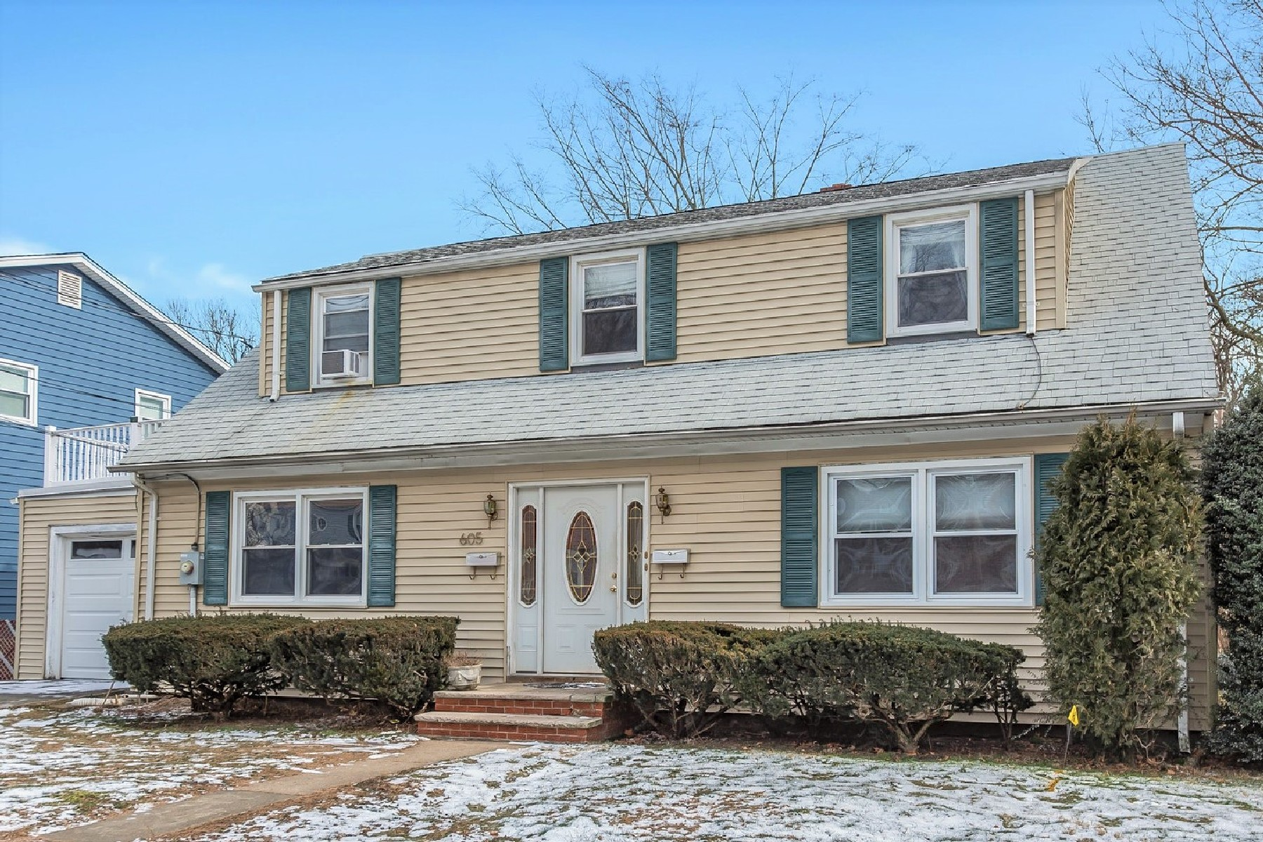 Multi-Family Homes for Sale at Rare Multi-Family in Bloomfield 605 Broad Street Bloomfield, New Jersey 07003 United States