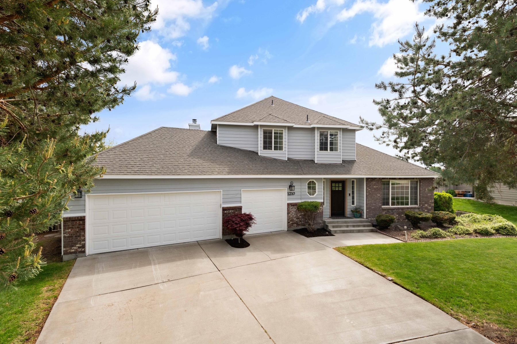 Single Family Homes for Sale at Views from All 3 Levels 1210 Oxford, Richland, Washington 99352 United States