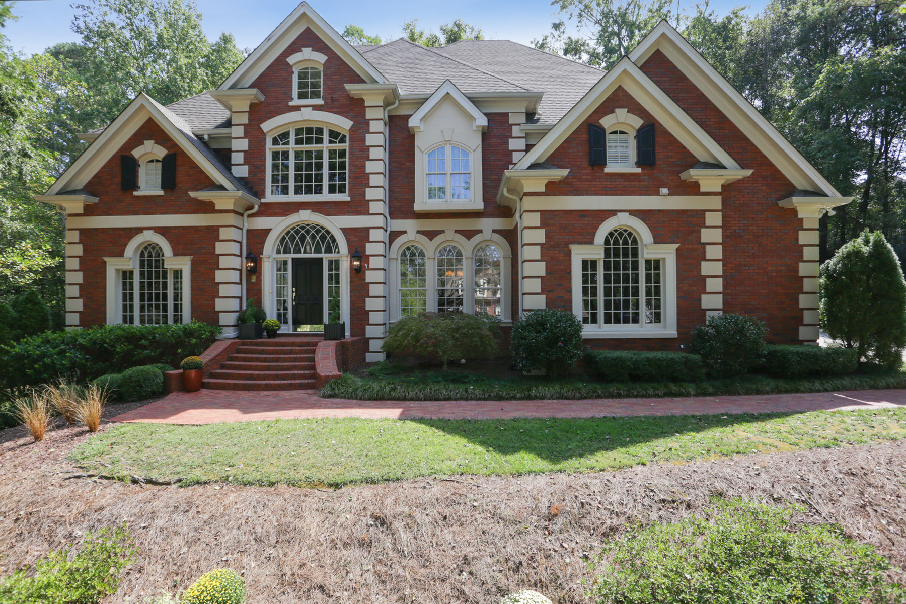 Single Family Homes por un Venta en All Brick Stunner 4351 River Bottom Drive, Peachtree Corners, Georgia 30092 Estados Unidos