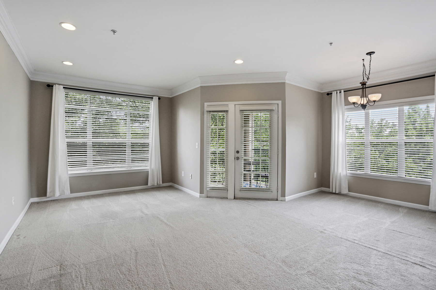 Condominium for Sale at Fantastic Opportunity in the Heart of Midtown 955 Juniper Street NE #4332 Atlanta, Georgia 30309 United States