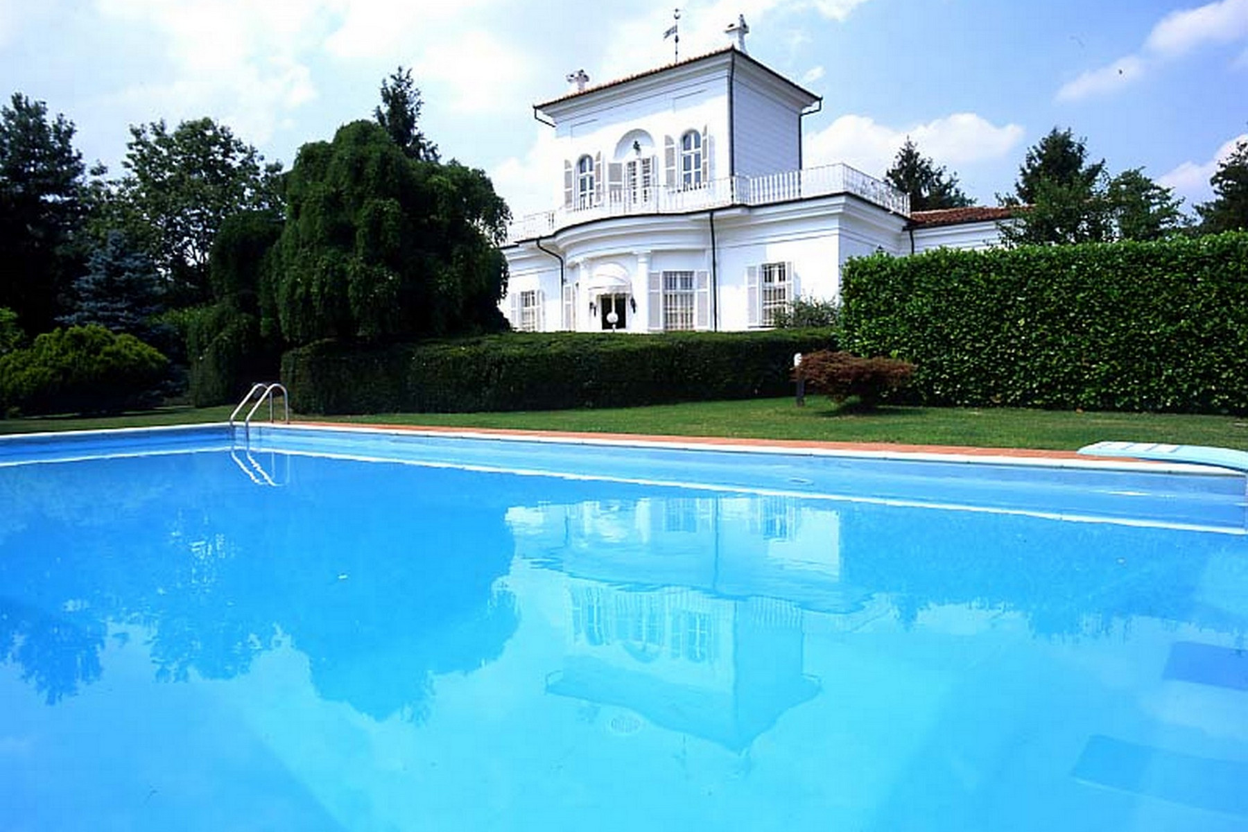 Maison unifamiliale pour l Vente à Historical Villa with outdoor pool Sanfre, Cuneo Italie