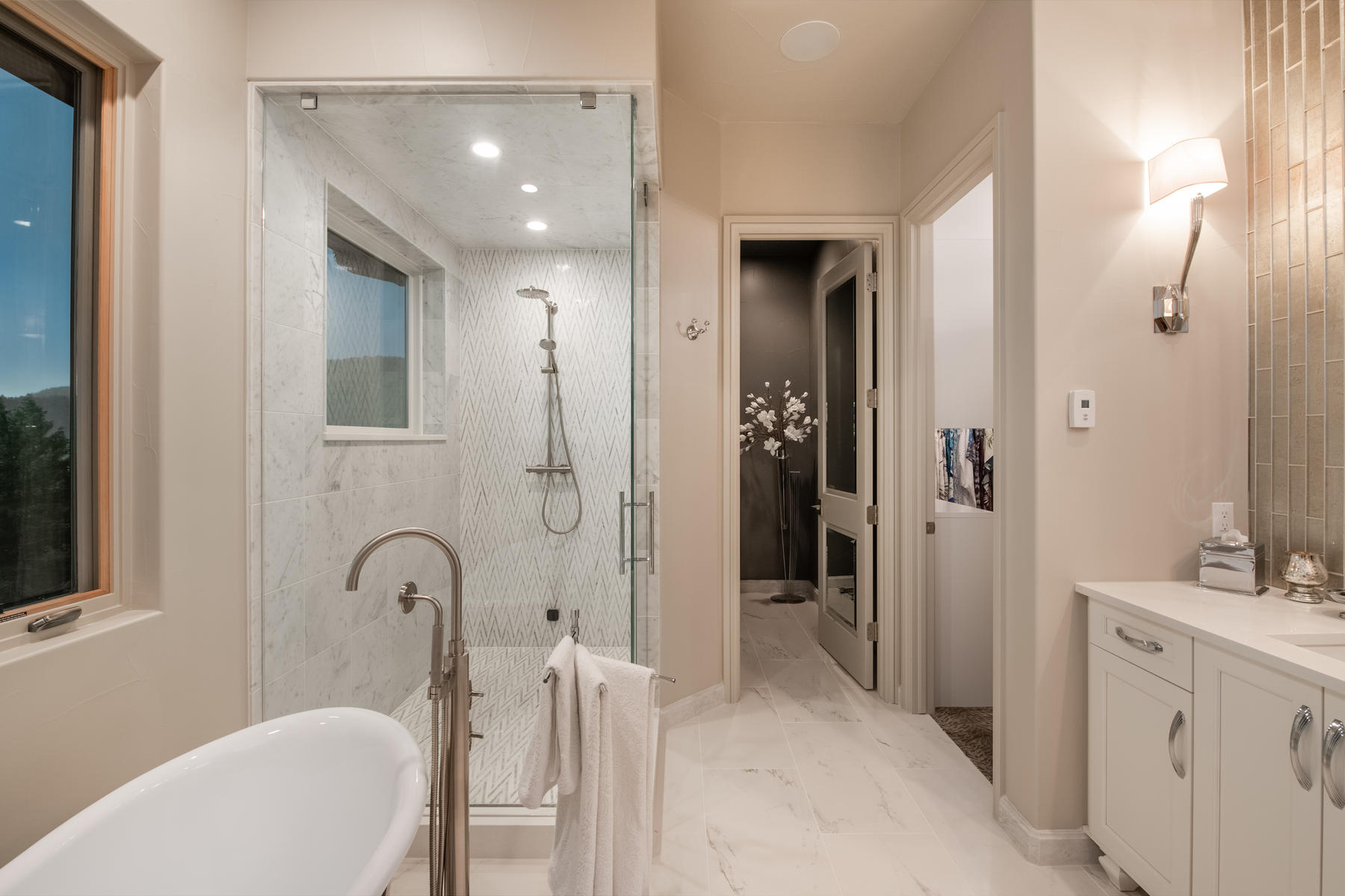 Additional photo for property listing at Classic Sophistication with Mountain Modern Luxury 6009 Flat Creek Drive Evergreen, Colorado 80439 United States